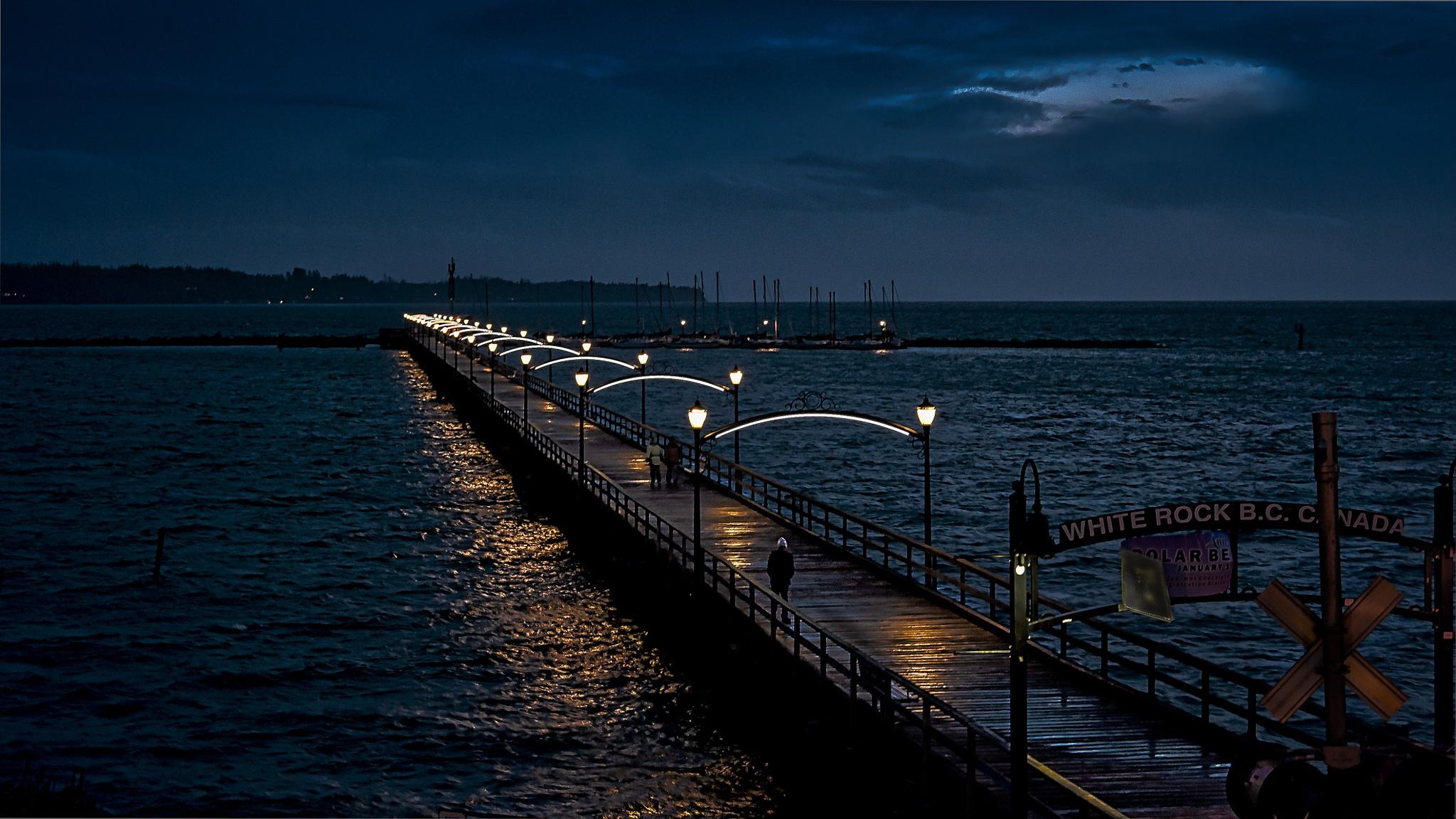 Moonlit Esplanade by gldosa