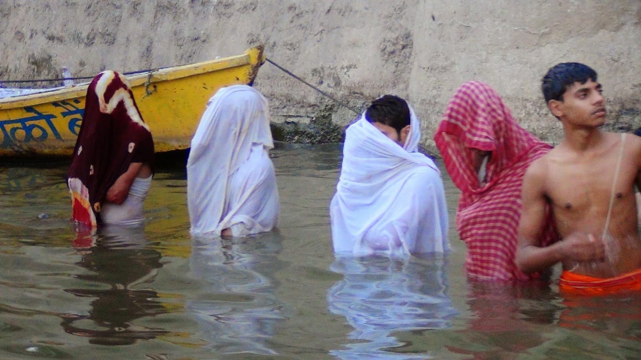 Har Har Gange by Suresh Tewari