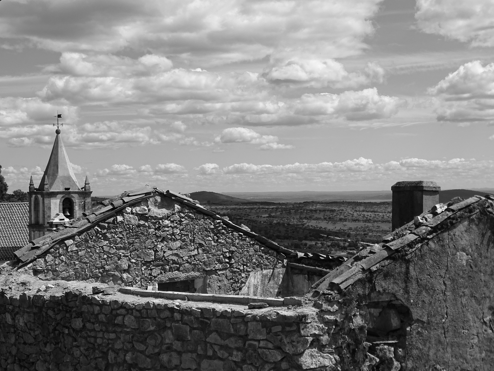 My roof is the sky and my door is the valley... by SaraCalheiros