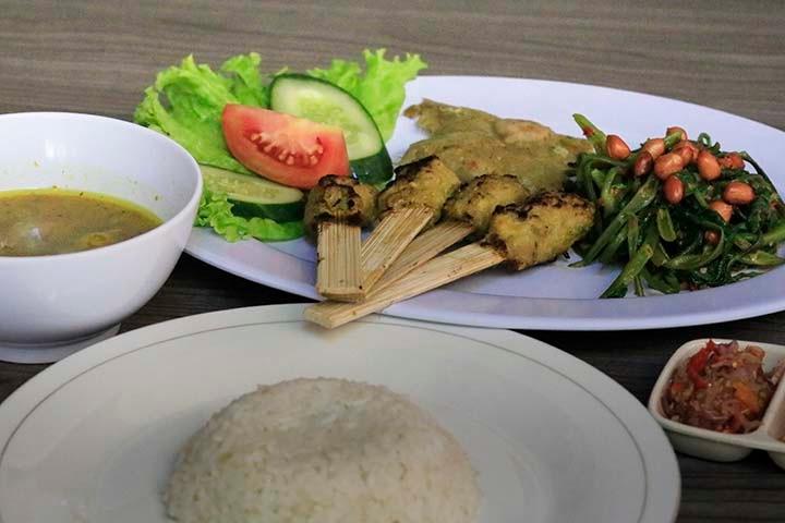Makanan Tradisional Bali by I Ketut Sukiana
