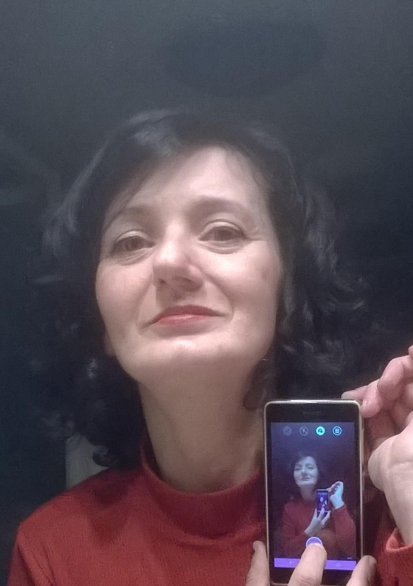 This phone makes me beautiful, I love it !! by Ioana Dumitriu