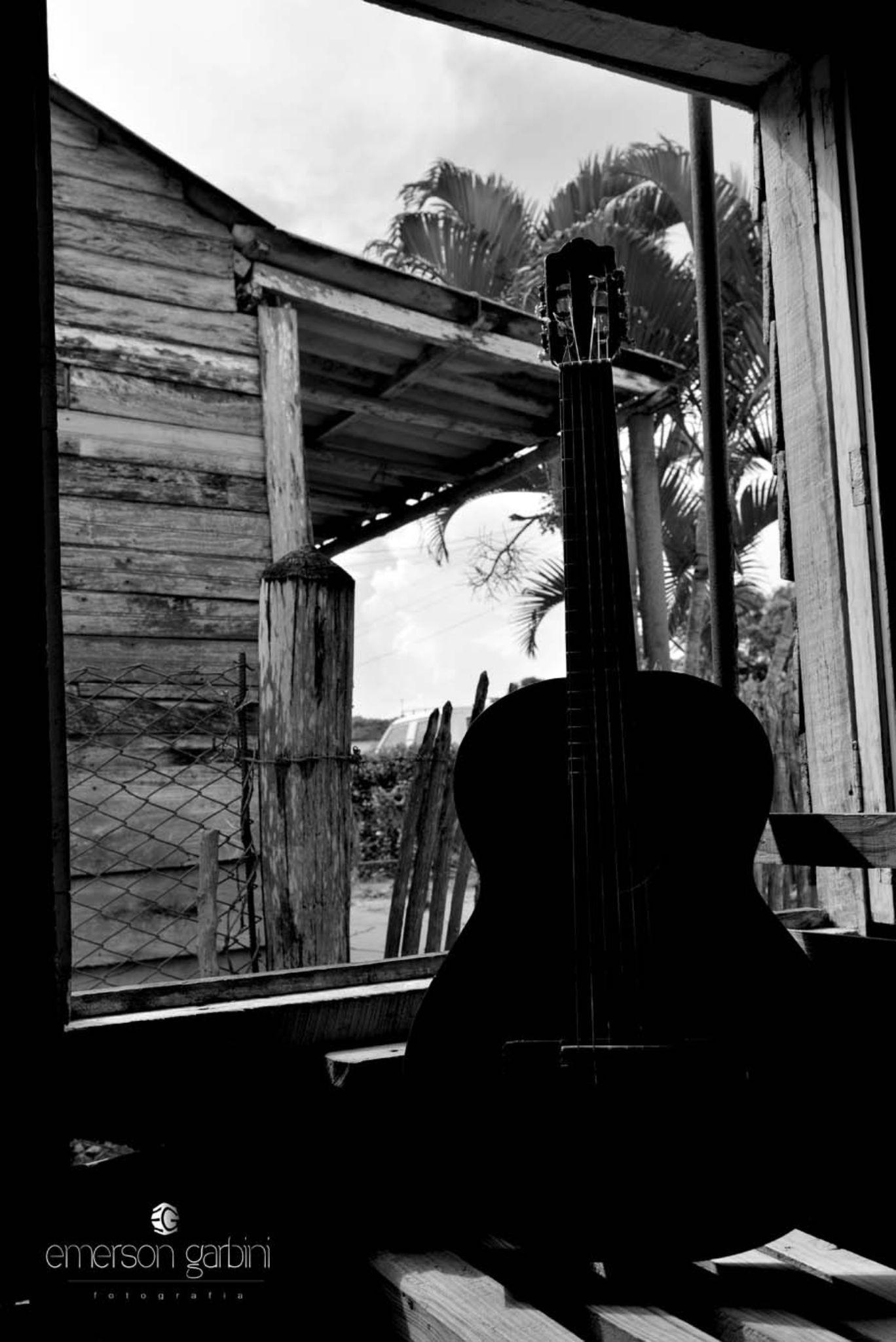 Luz, sombra e música. Minhas paixões. by emersongarbini