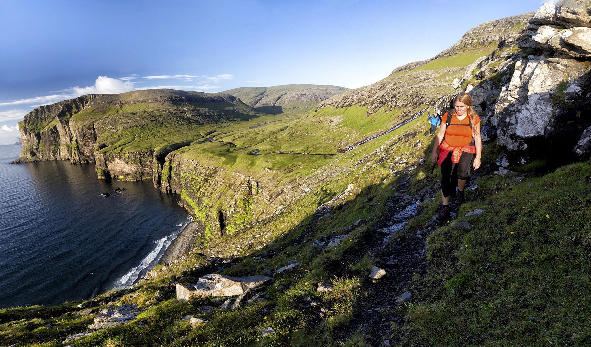 Hiking in Faroe Islands by Faroe Islands Hiking