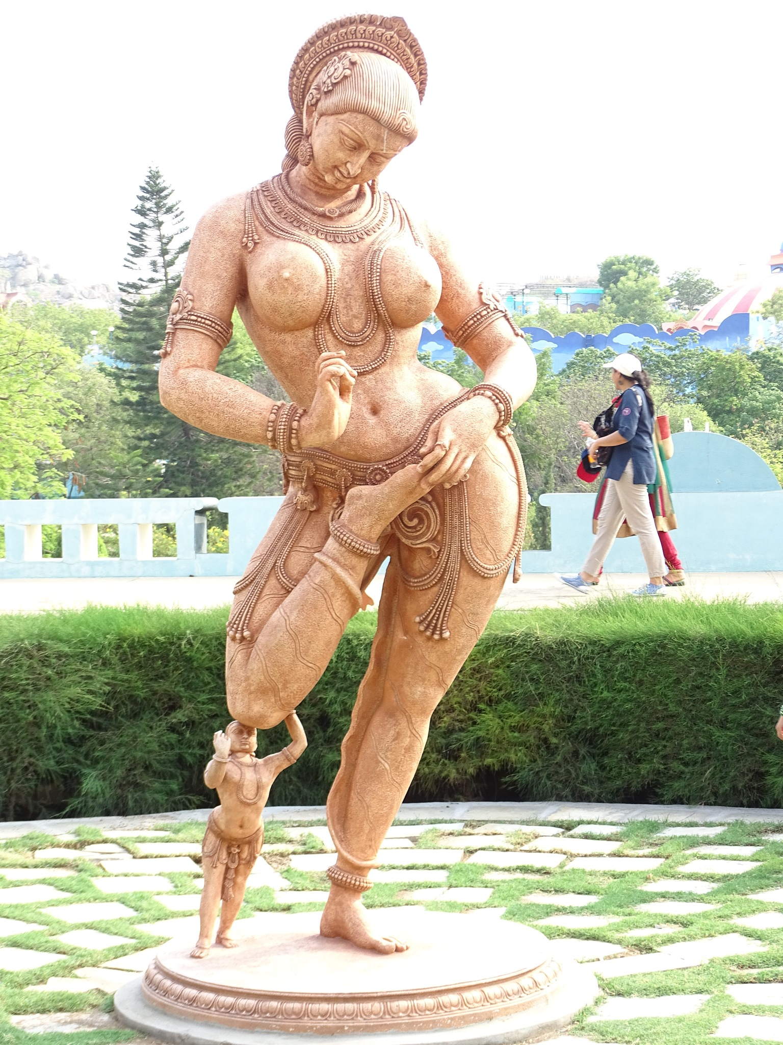 statue  by Dastagirnabi