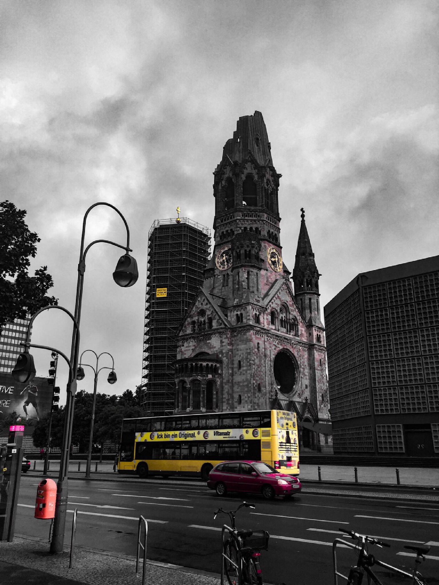 Berlin - yellow and red by G76