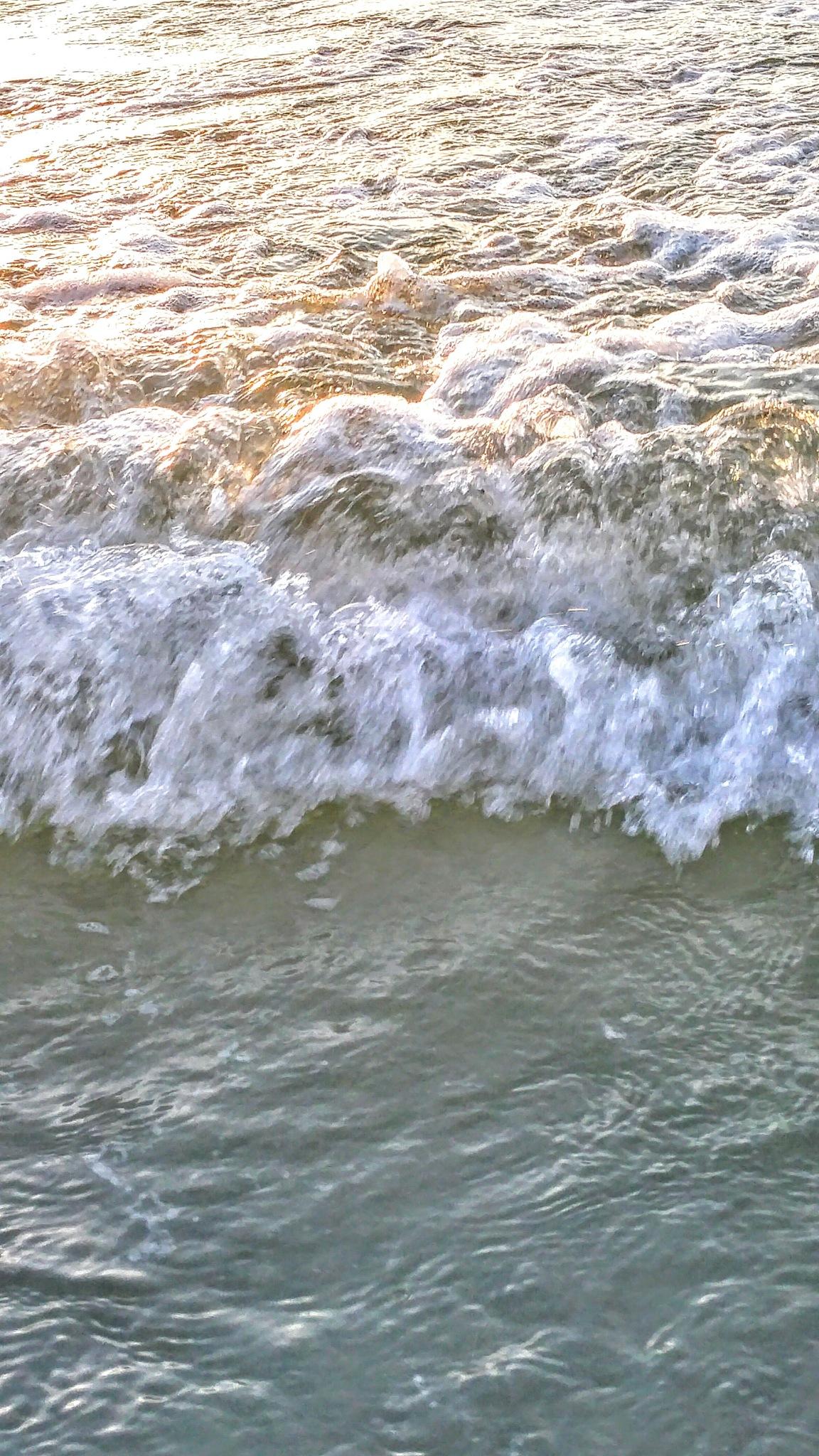 waves by Dawn Smith