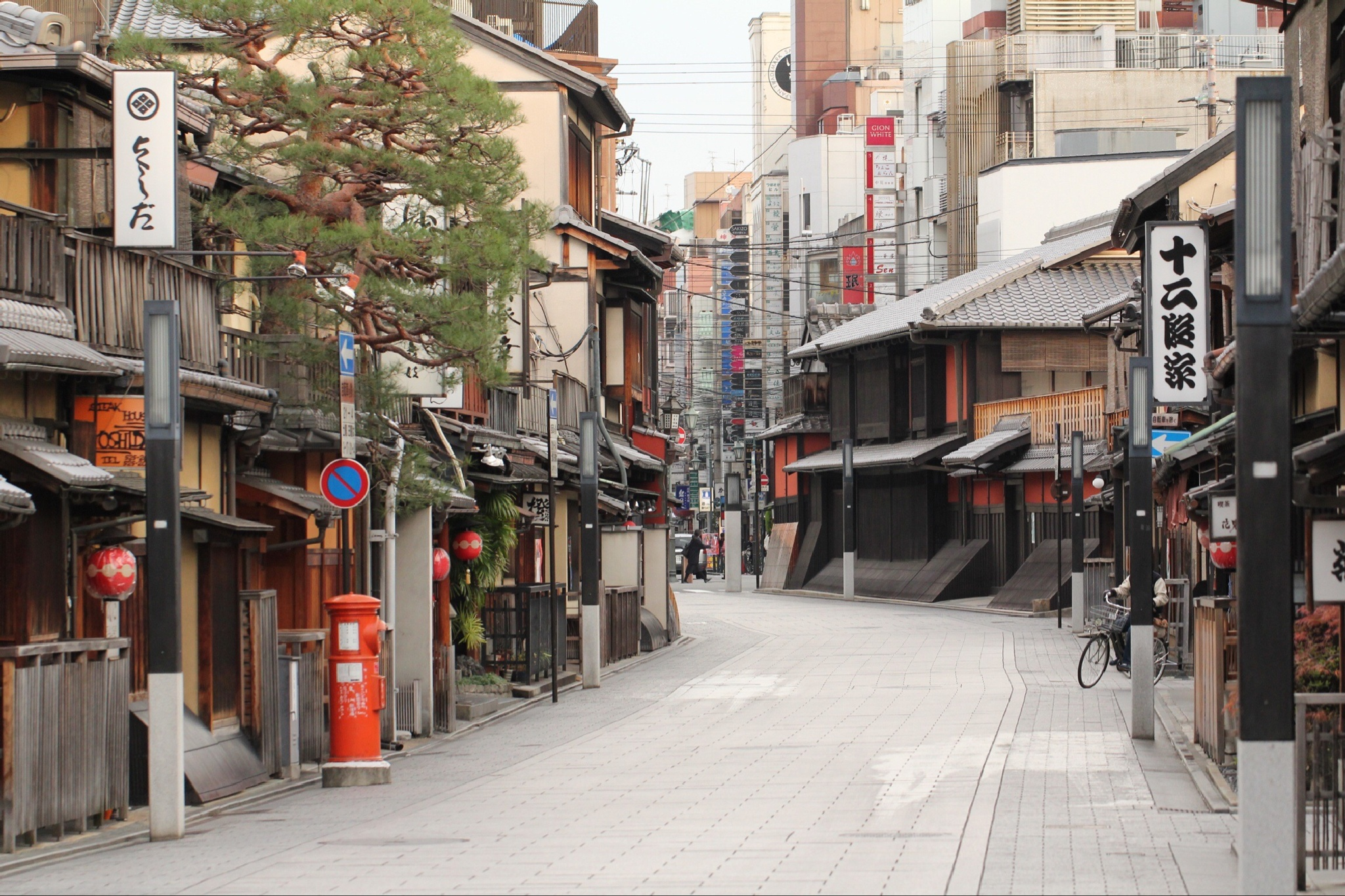 Early morning old Kyoto  by Brian Rudder