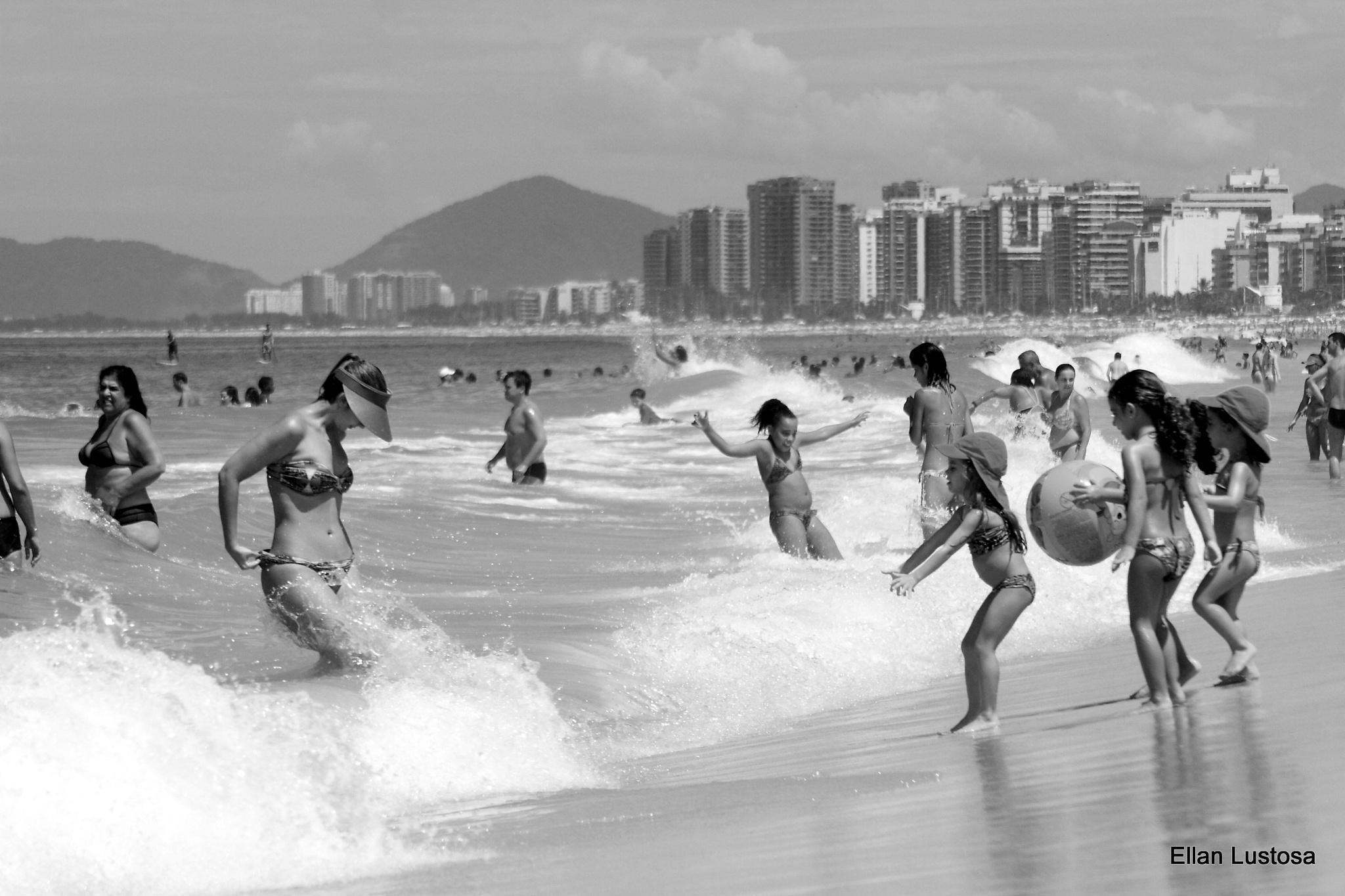 BARRA DA TIJUCA BEACH by Ellan Lustosa Photojournalist