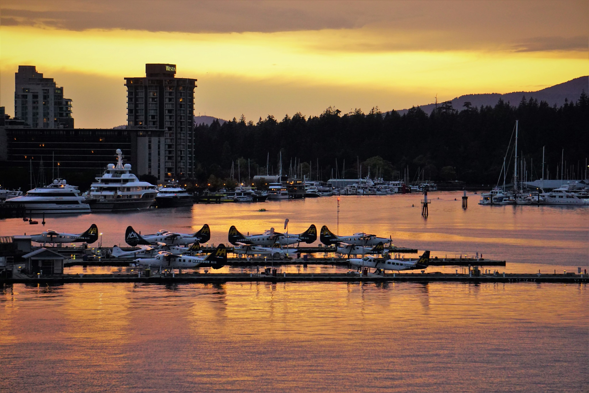 Sunset at Vancouver port by Sen5