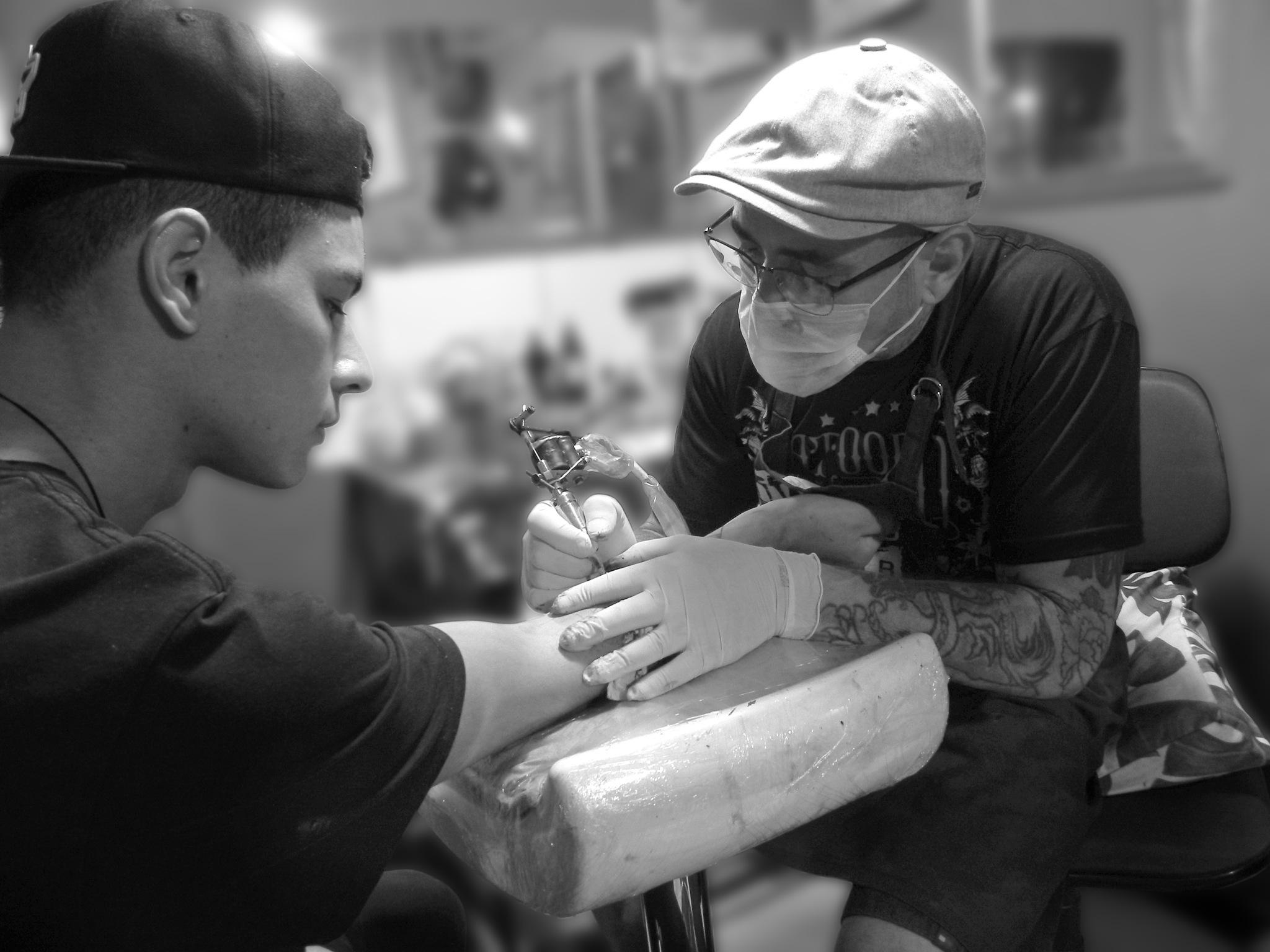 Mestre em Ação - Cowboy Tattoo Parlor by Leonardo Cassoni