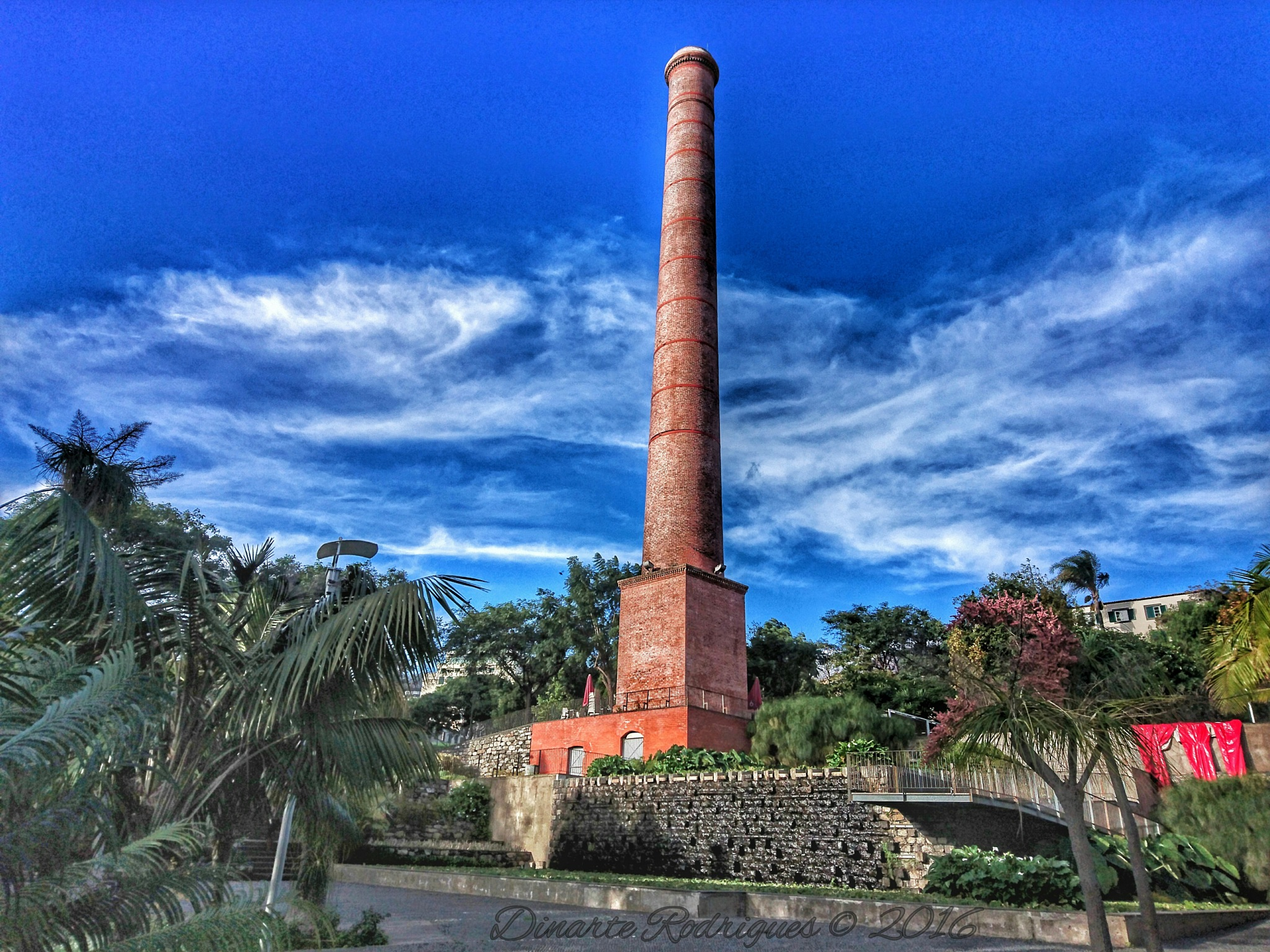 Santa Luzia gardens tower  by Dinarte Rodrigues