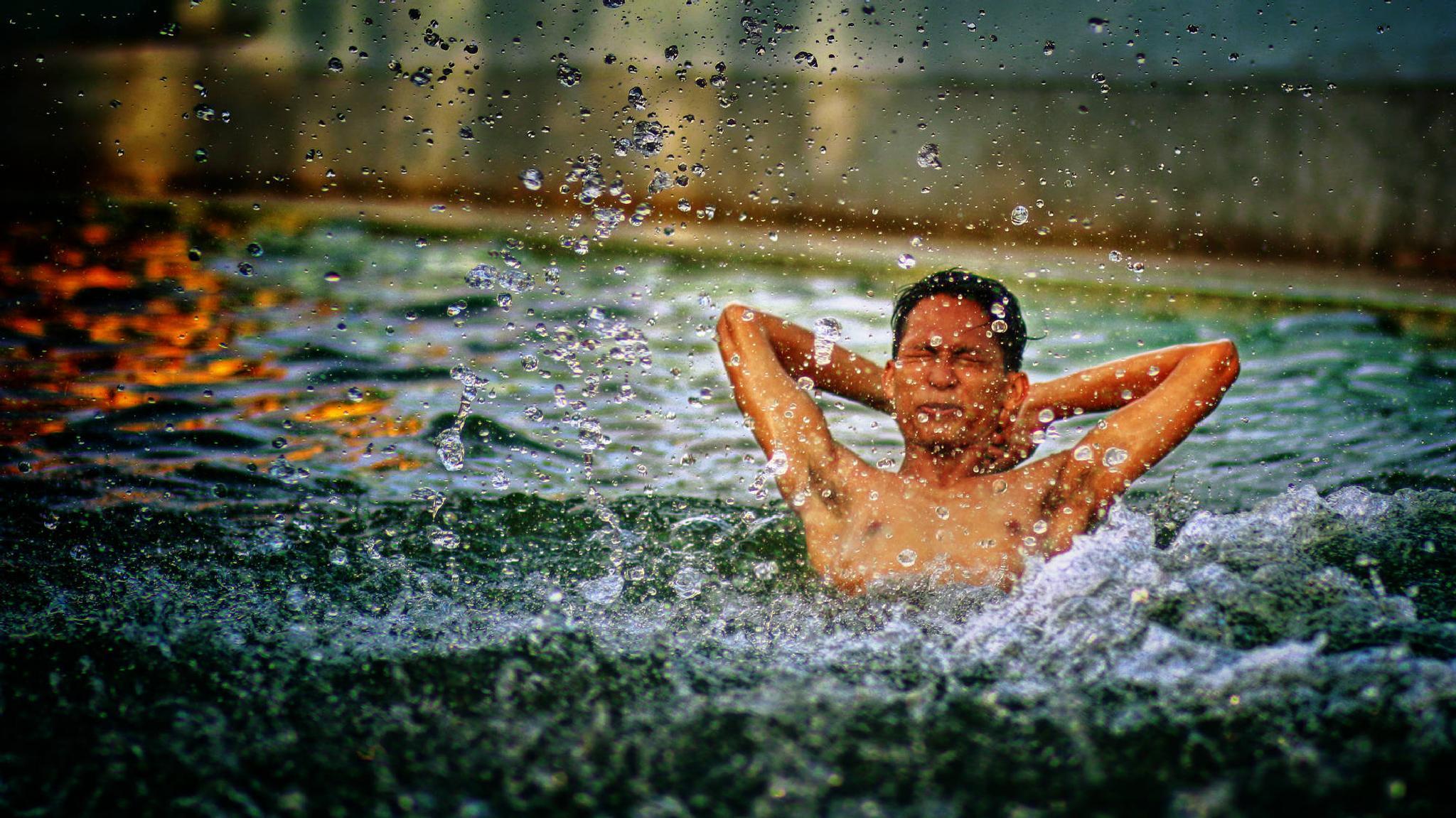 splash 1 by Kenny Sudharto