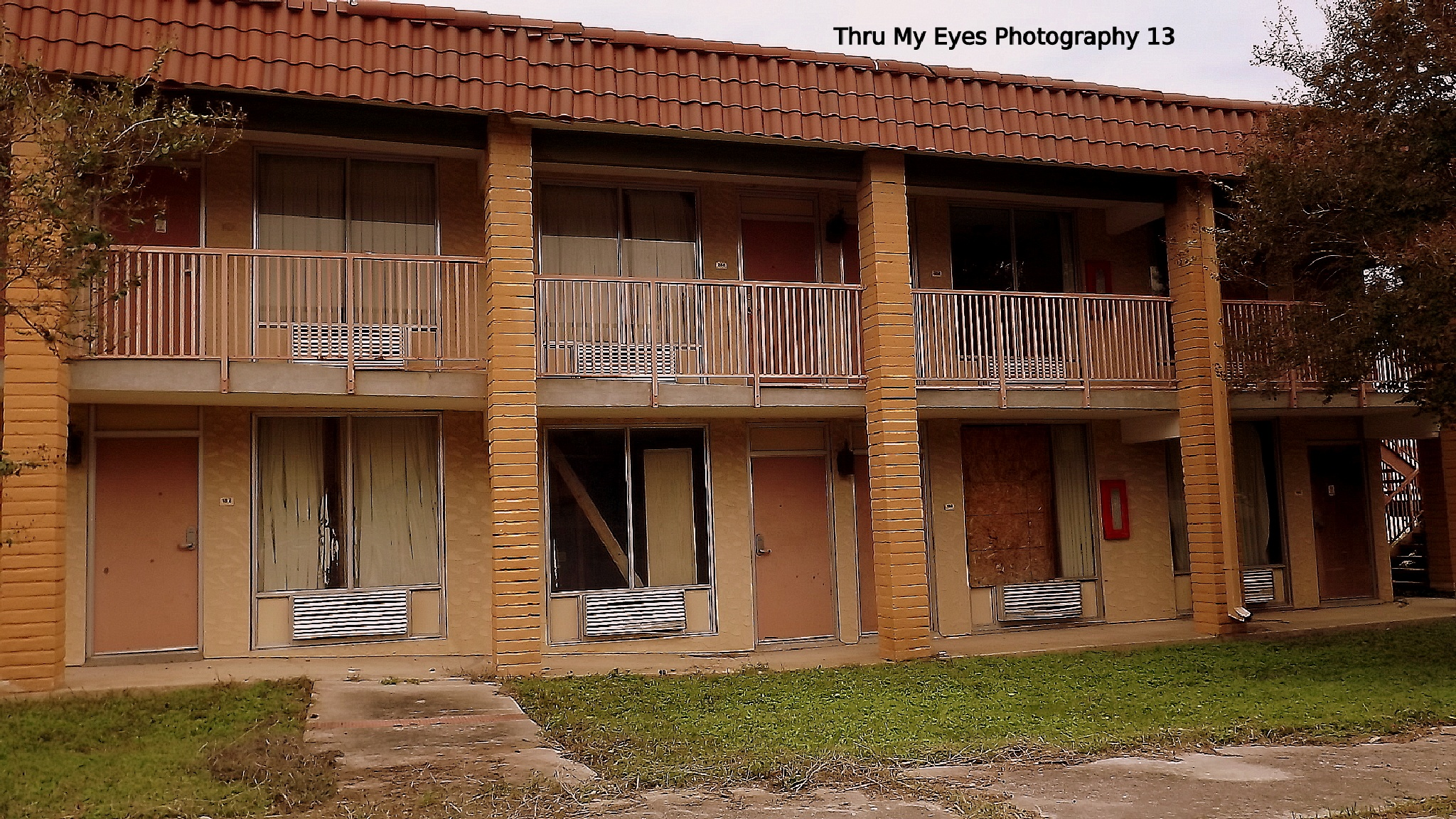 Abandoned Motel by captain