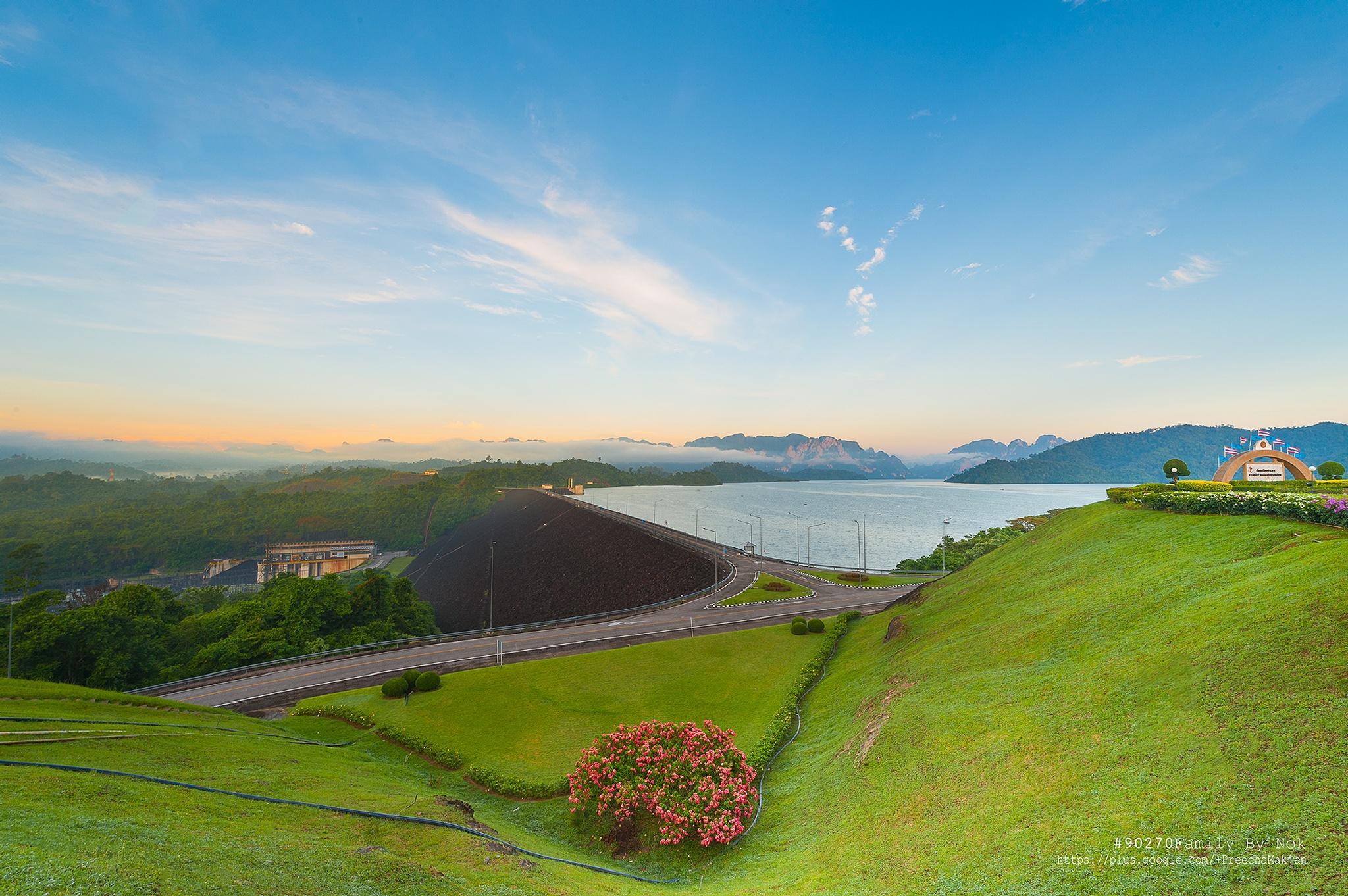 Ratchaprapa Dam  by preecha9423