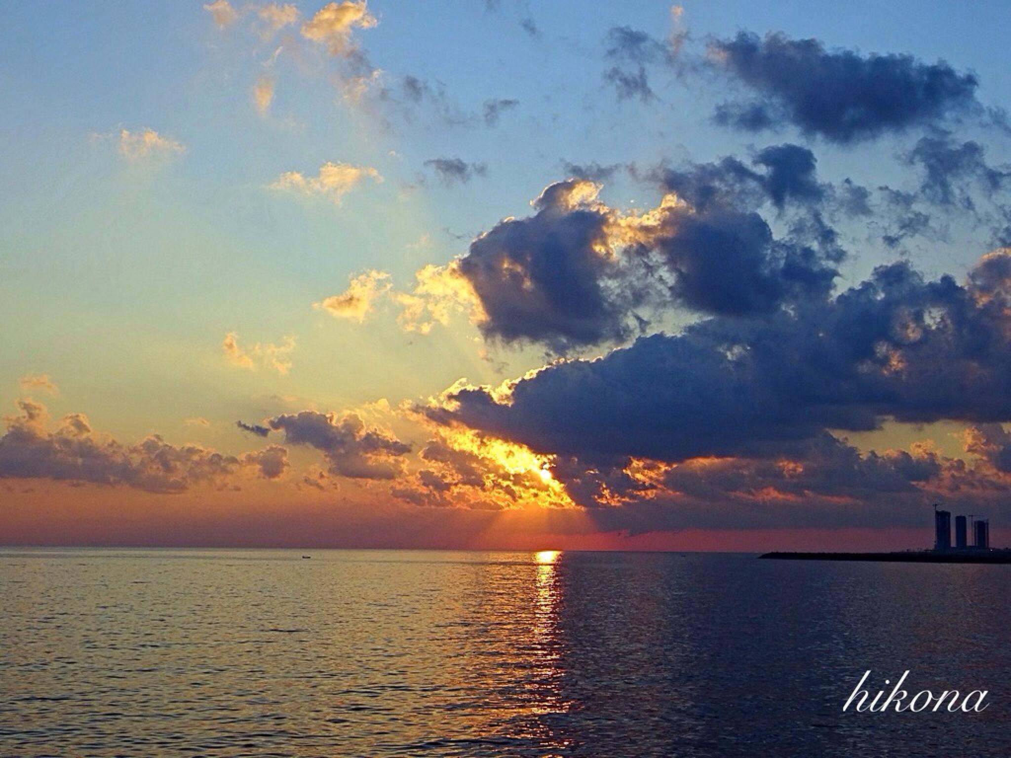 Sun rise  by Hikona