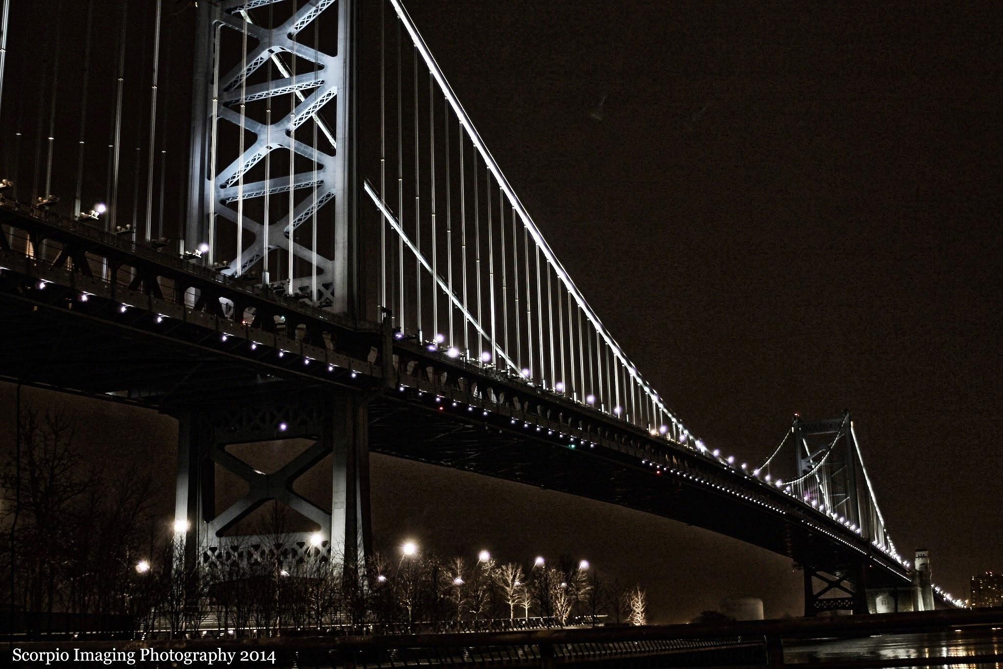 the benjamin franklin bridge by Eric Thomas