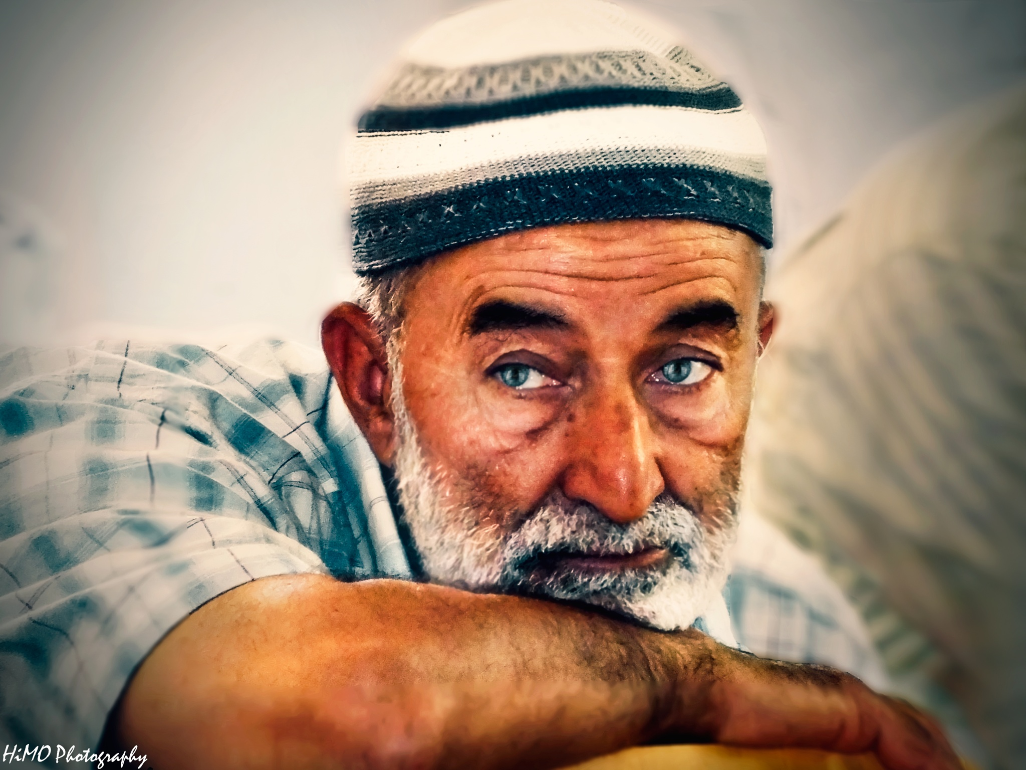 Old man by Himo Boua
