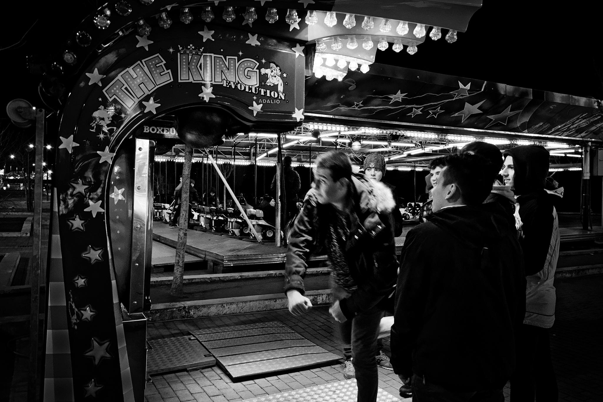 Merry-go-round - The punchball by Roberto Scordino
