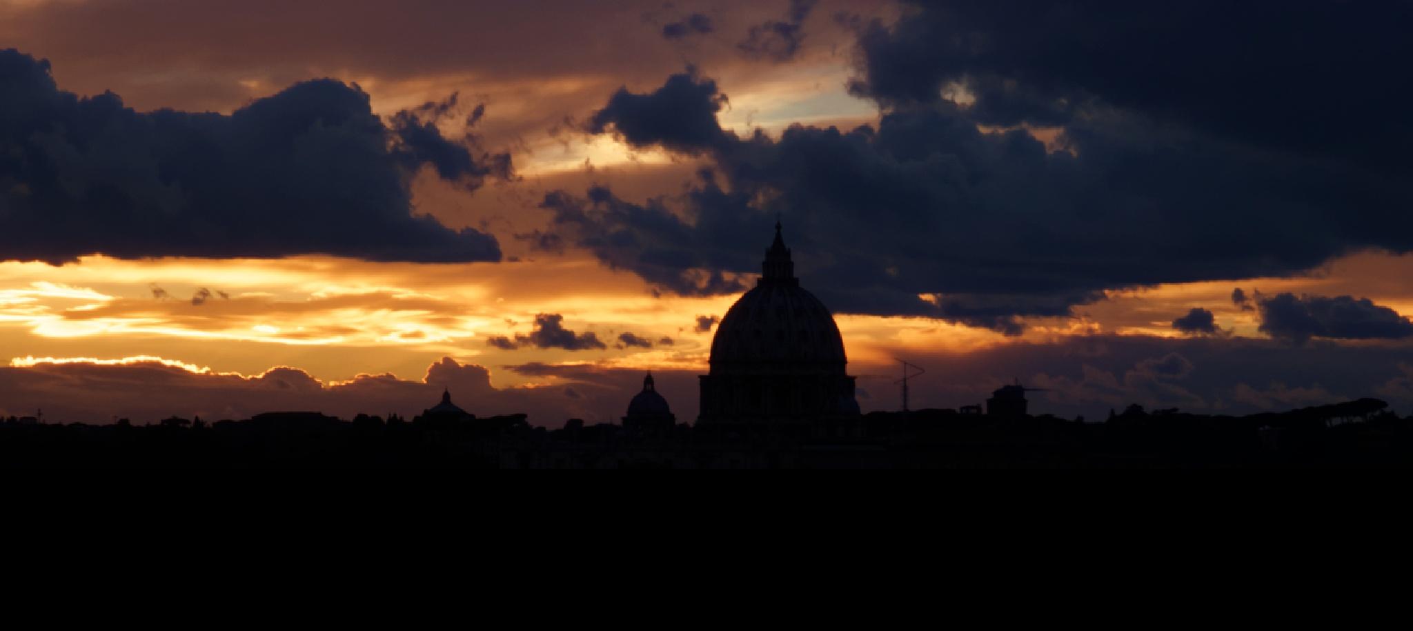 Rome sunset silhouette by Roberto Scordino