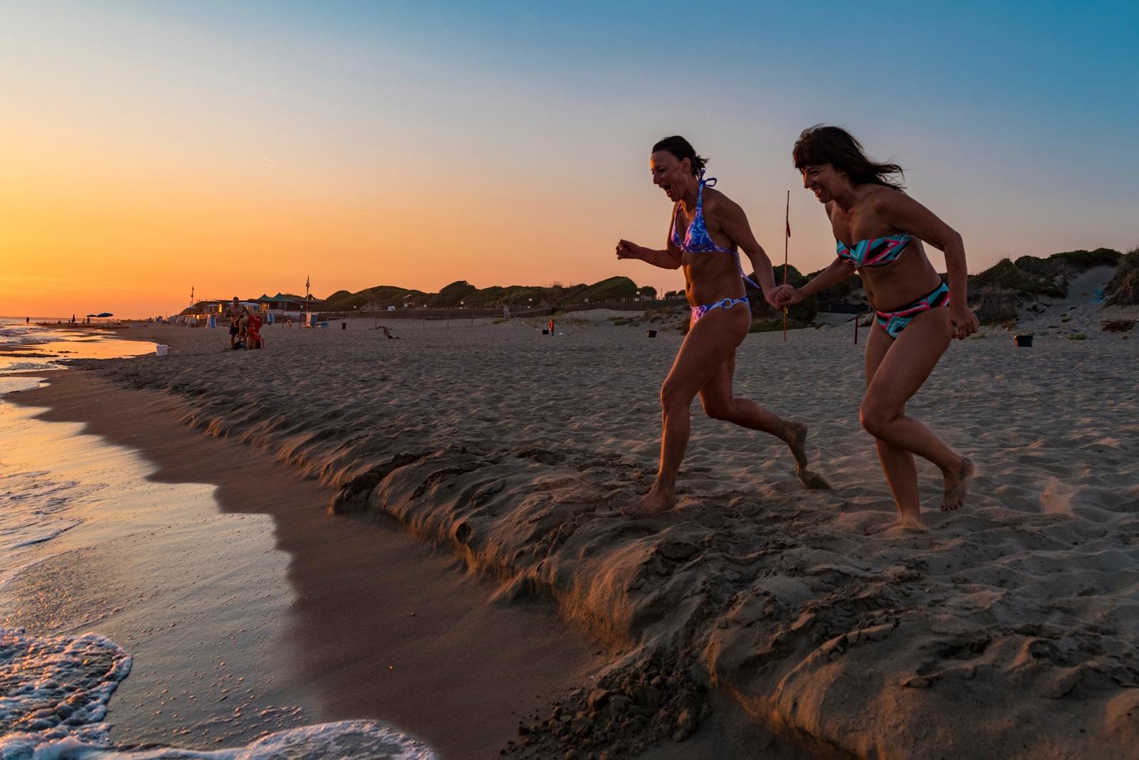 Running into the sea 1/2 by Roberto Scordino