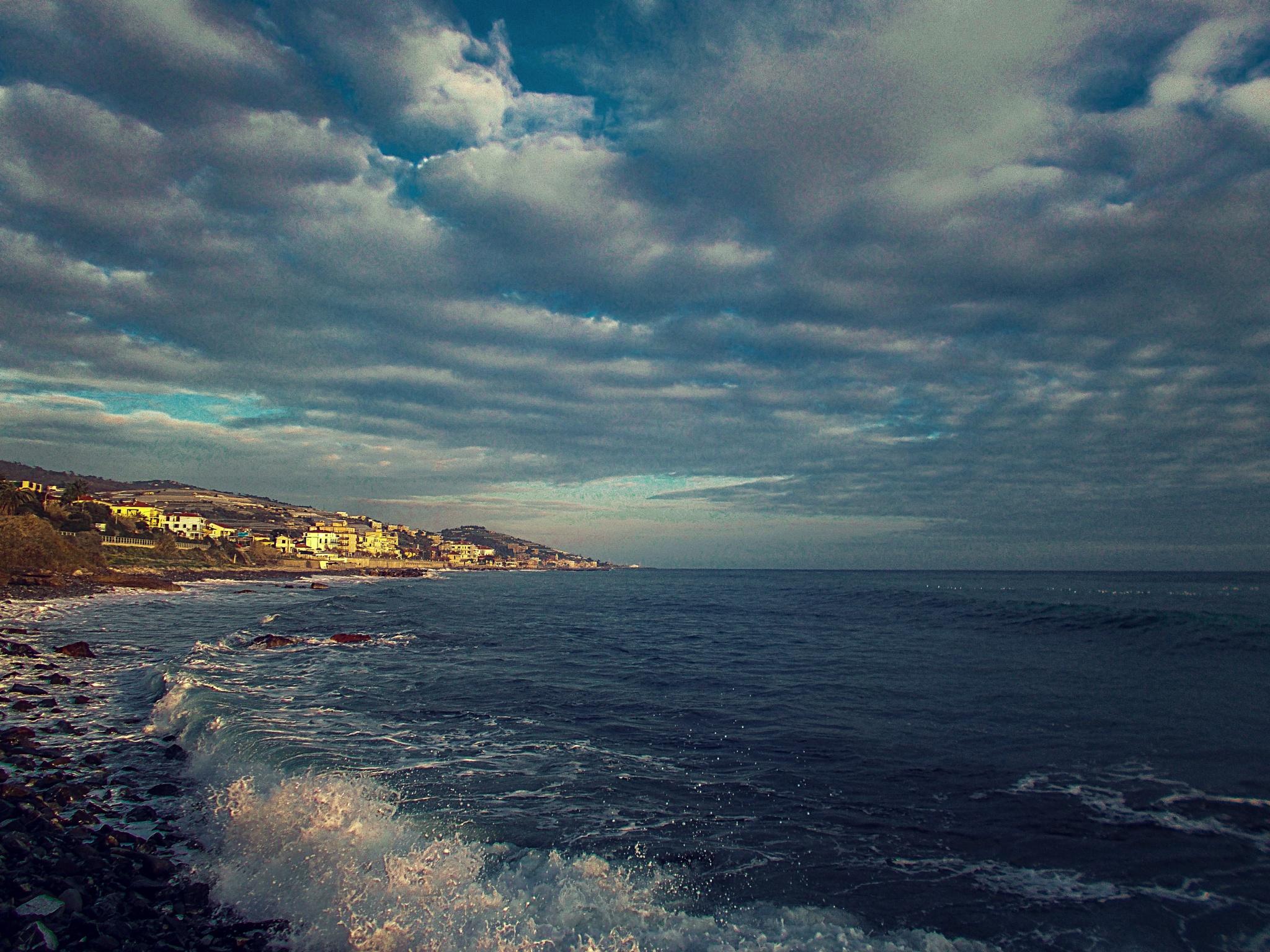 the sea by iuliacordeanu