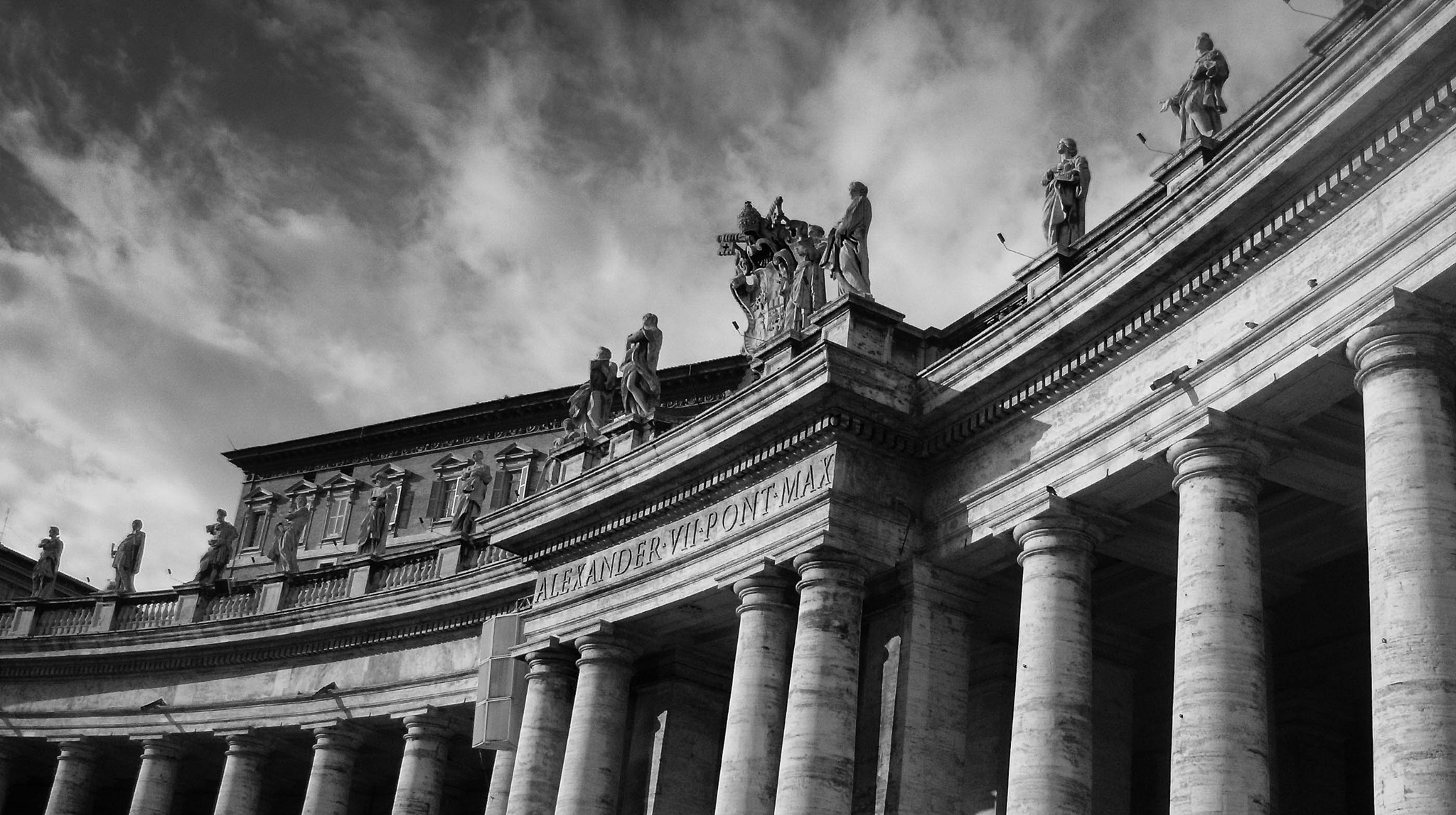 Piazza San Pietro by LuisFilipeCorreia