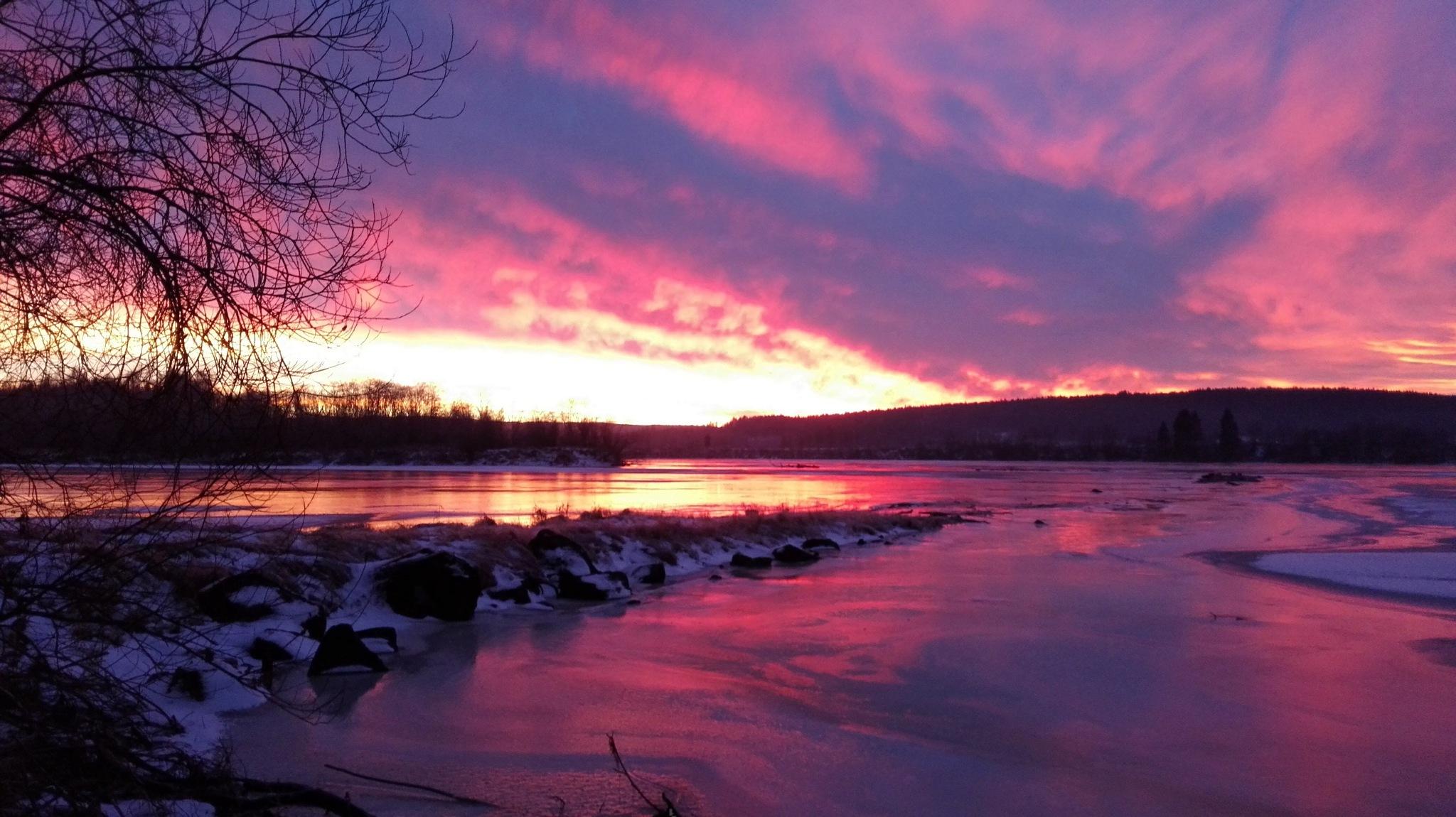 Sunset by kjellfossmellem
