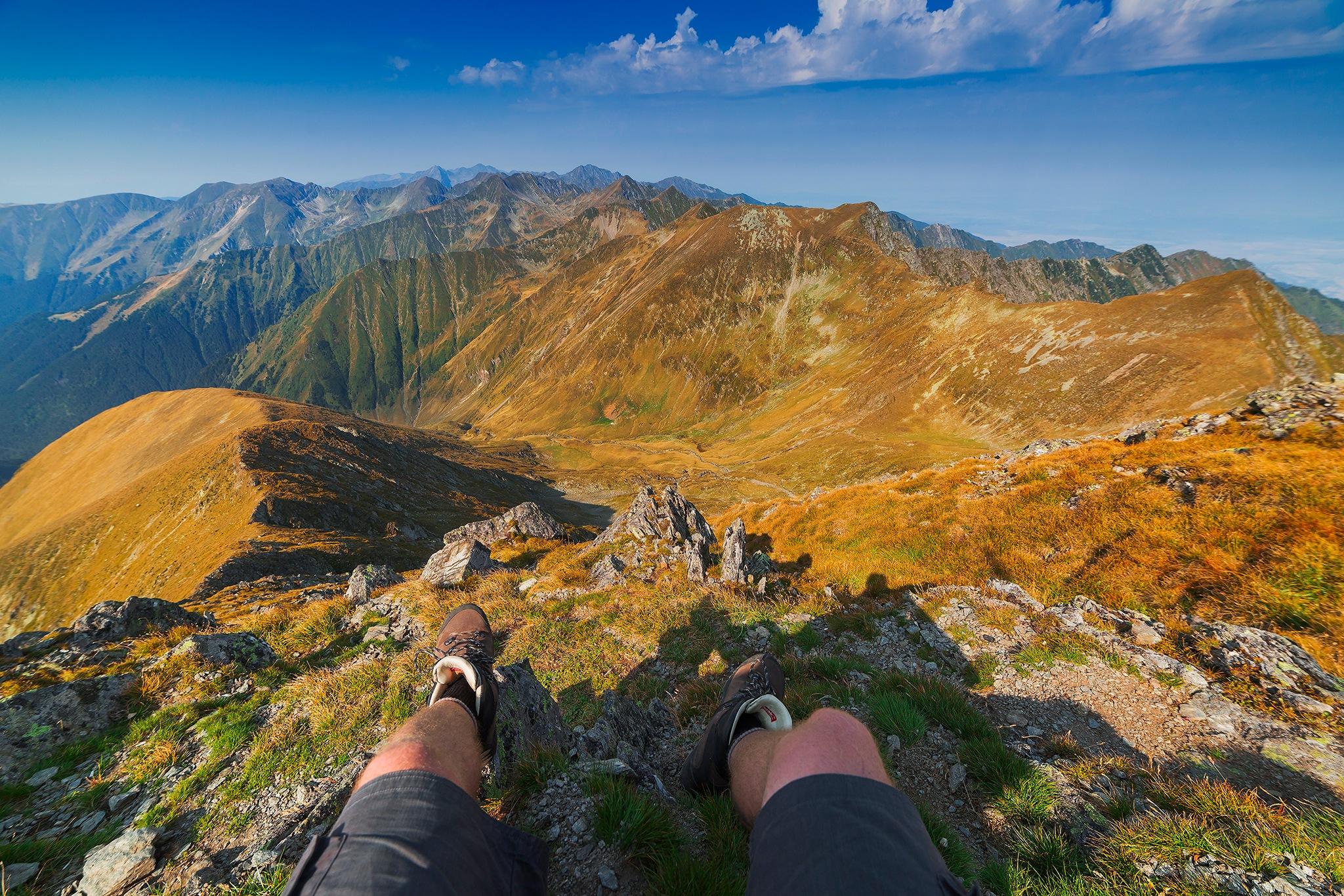 Happy feet @ Moldoveanu peak by Tamás Szabó
