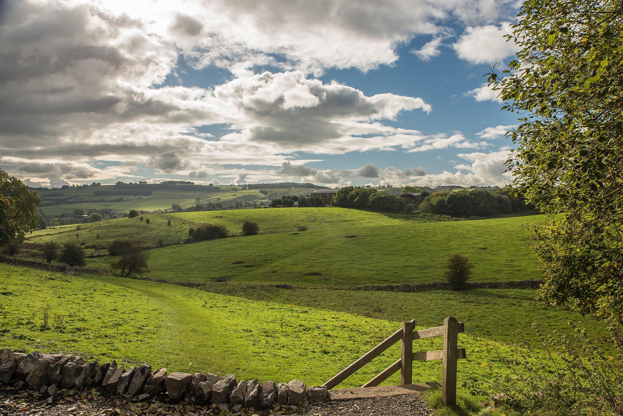 Derbyshire Countryside by jonkennard