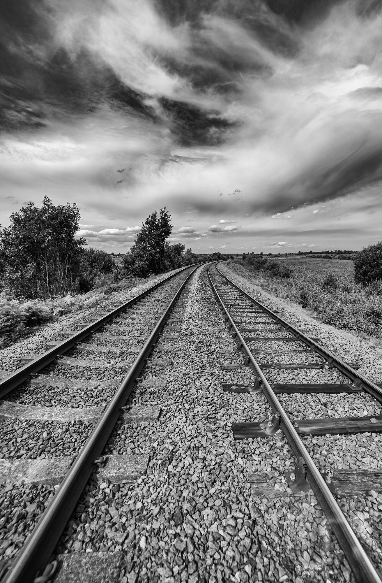 Railway tracks by jonkennard