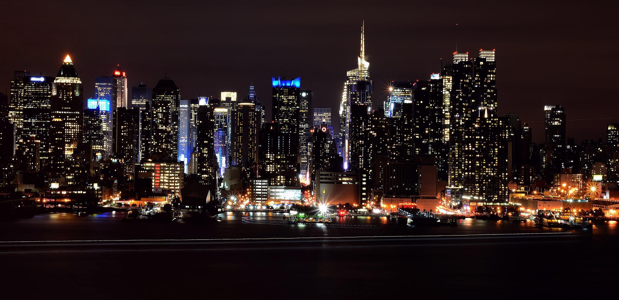 Manhattan NY by Nelson Sibulo
