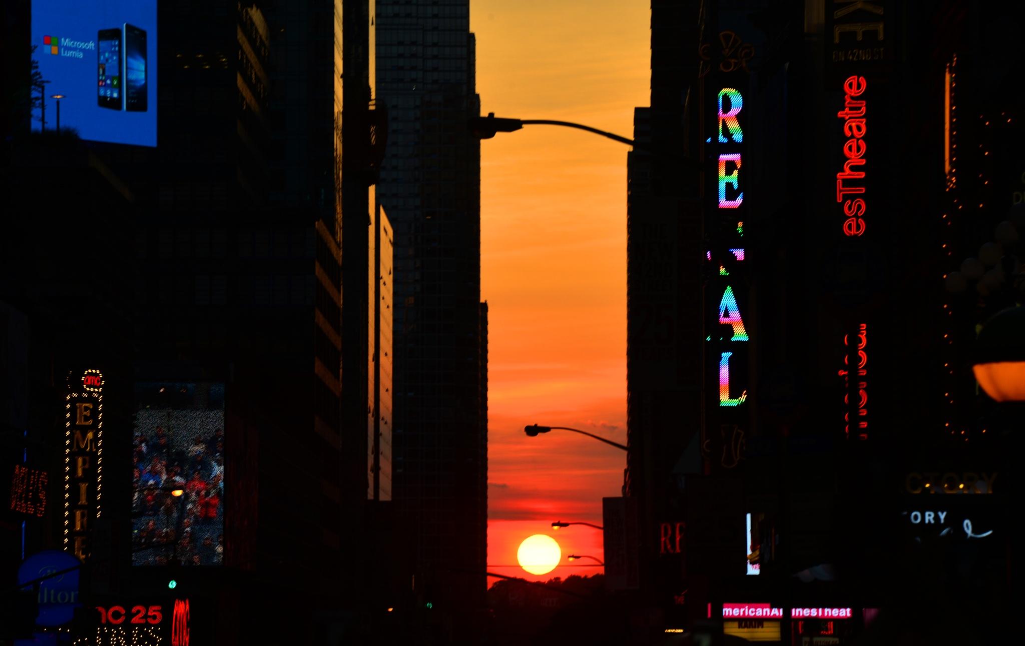 2016 Manhattanhenge New York by Nelson Sibulo