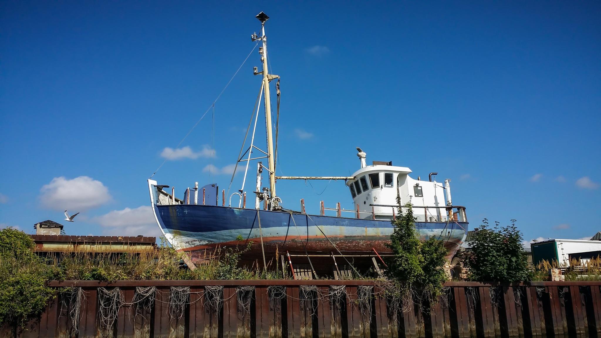 Old scrapped ship by FoTorsten