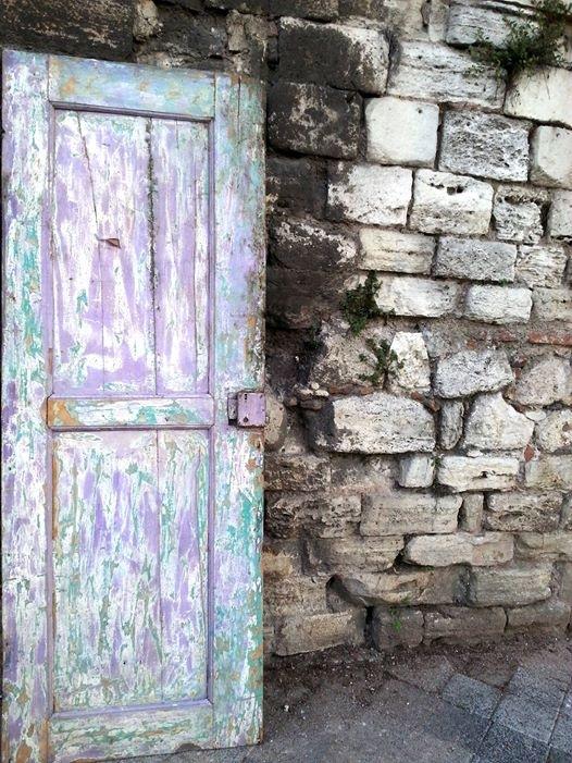 ''Kapı duvar'' by Demet Alper