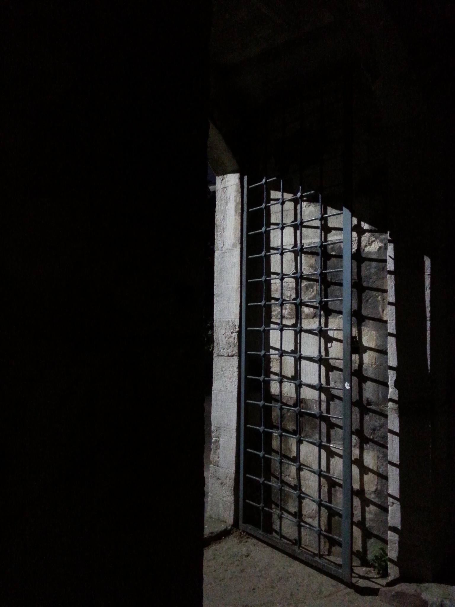 Karanlık! by Demet Alper