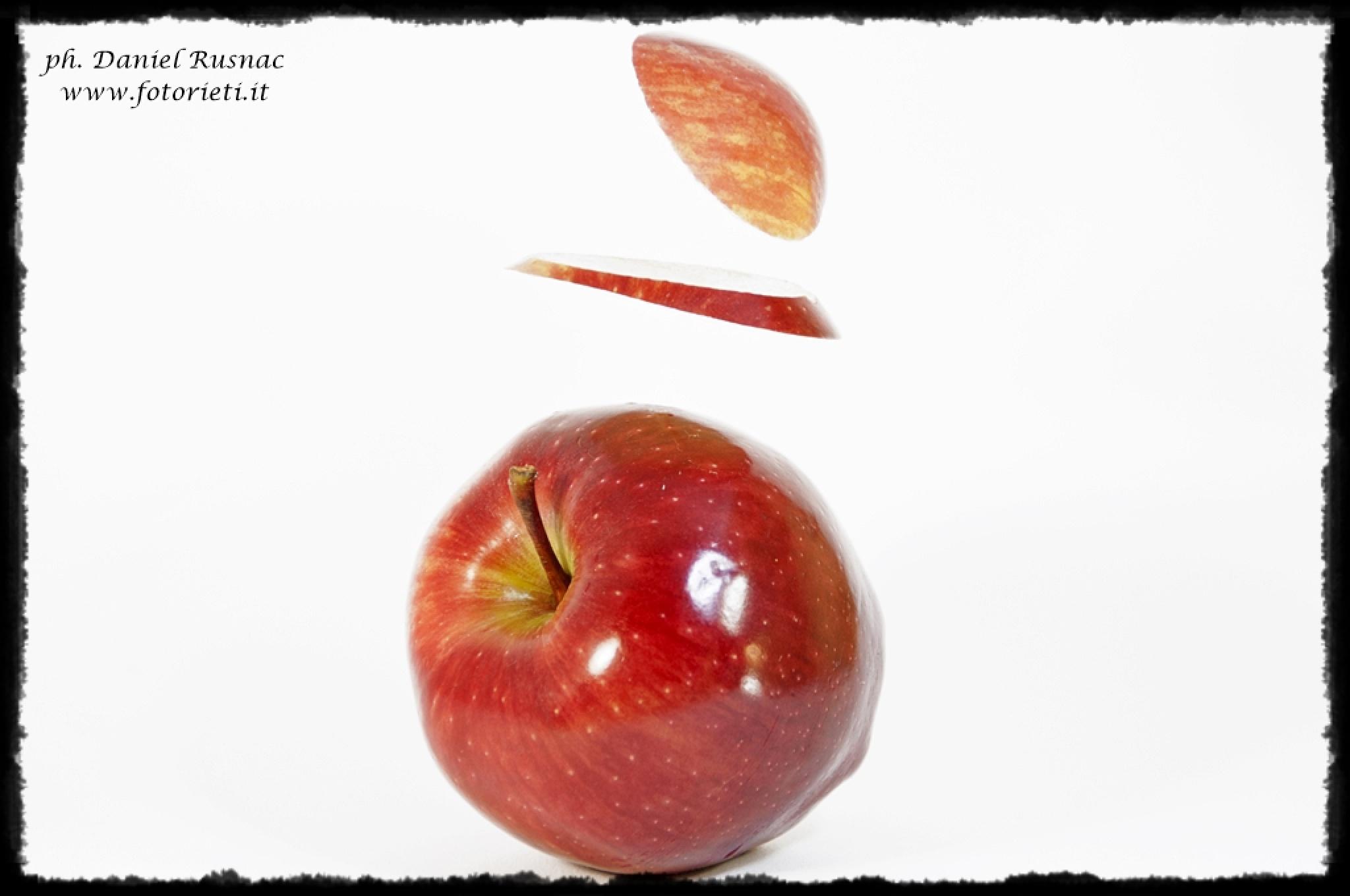 red apple by Daniel Rusnac di Fotorieti