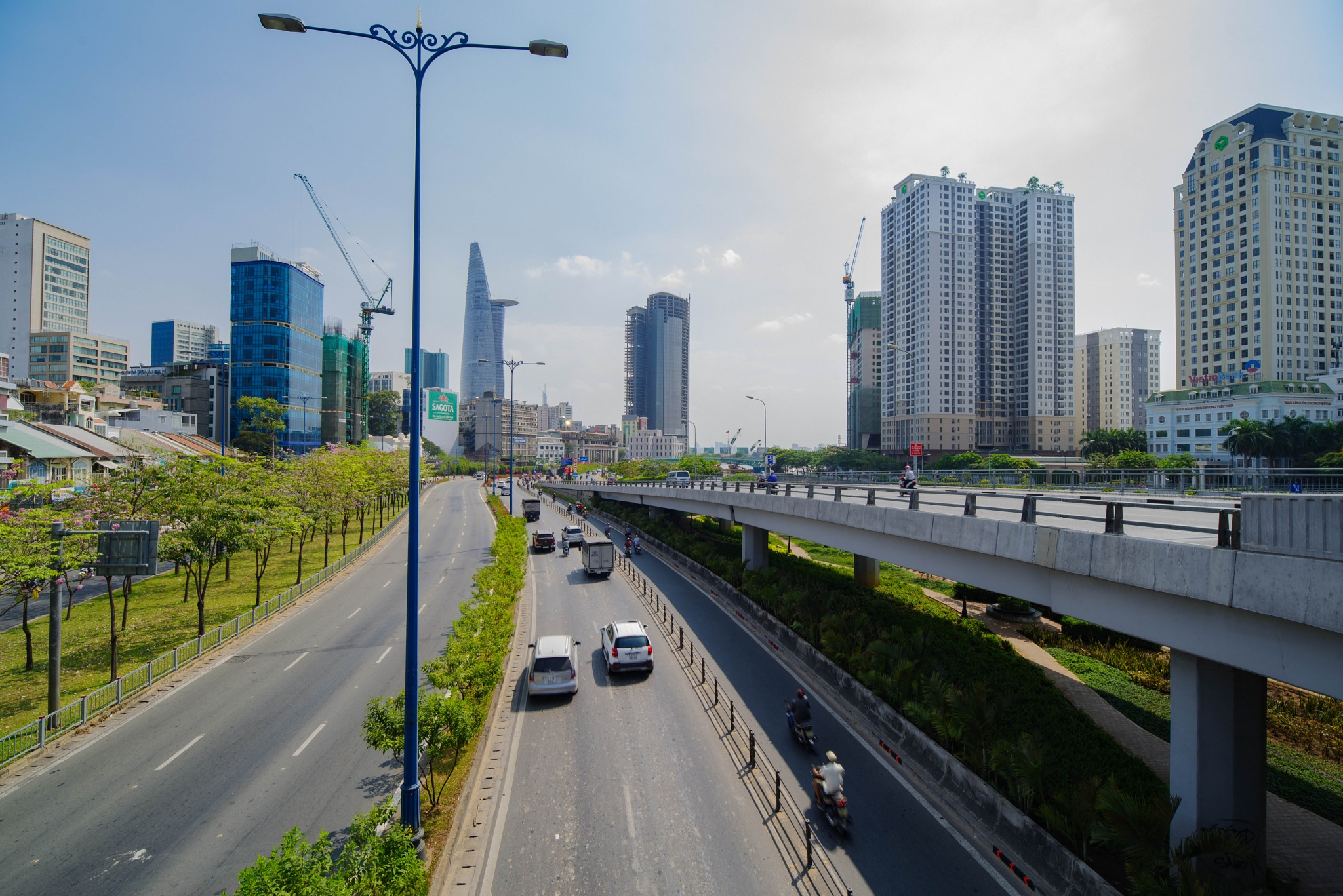 Saigon highway by Huy Nguyen Quang