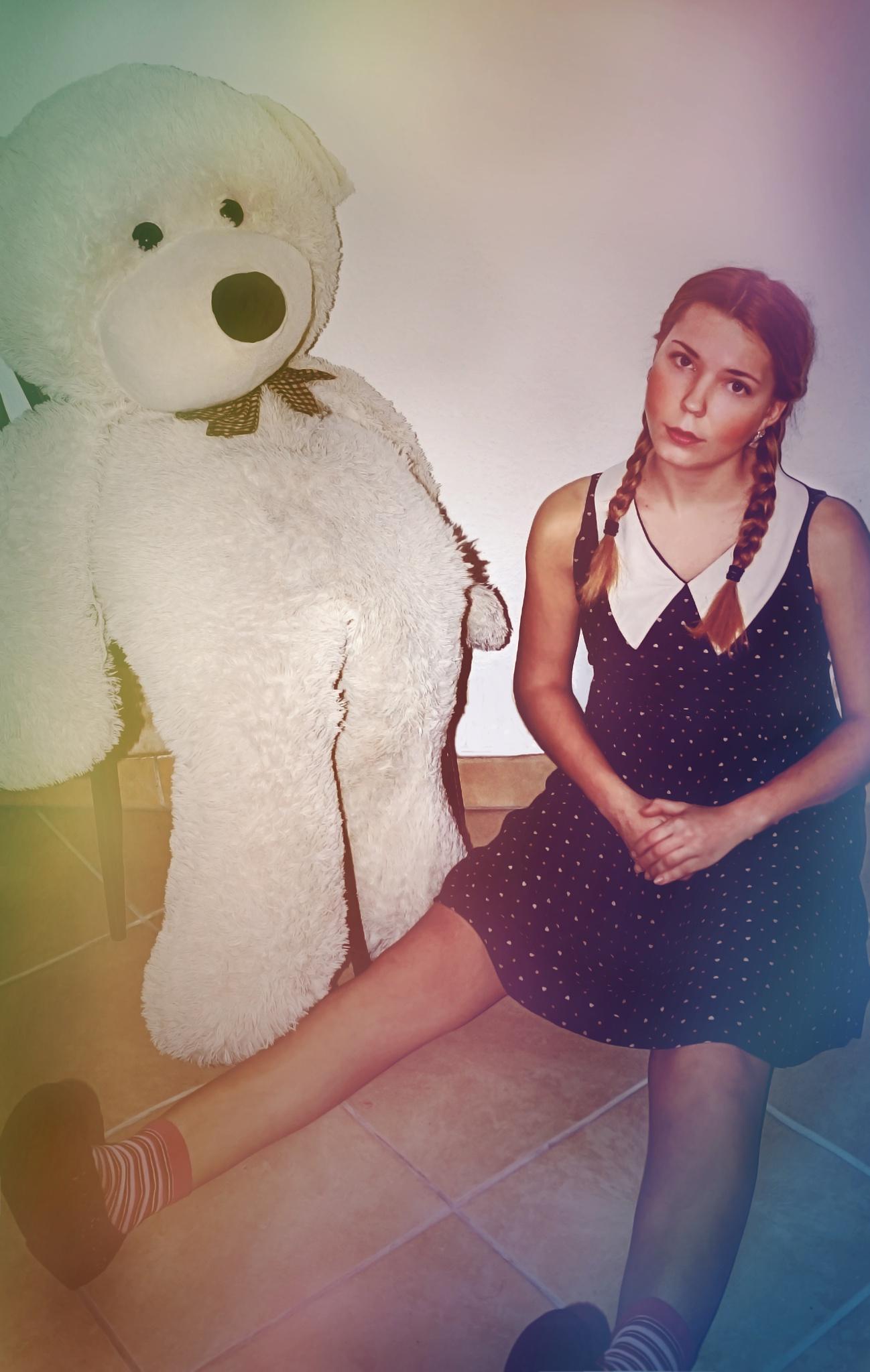 Der Teddy und die Puppe. by jennilucht