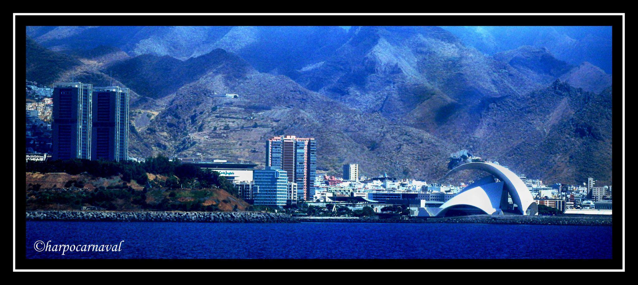 Santa Cruz de Tenerife city by Harpocarnaval Photography
