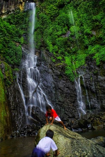 bermain air  by Andi Kho