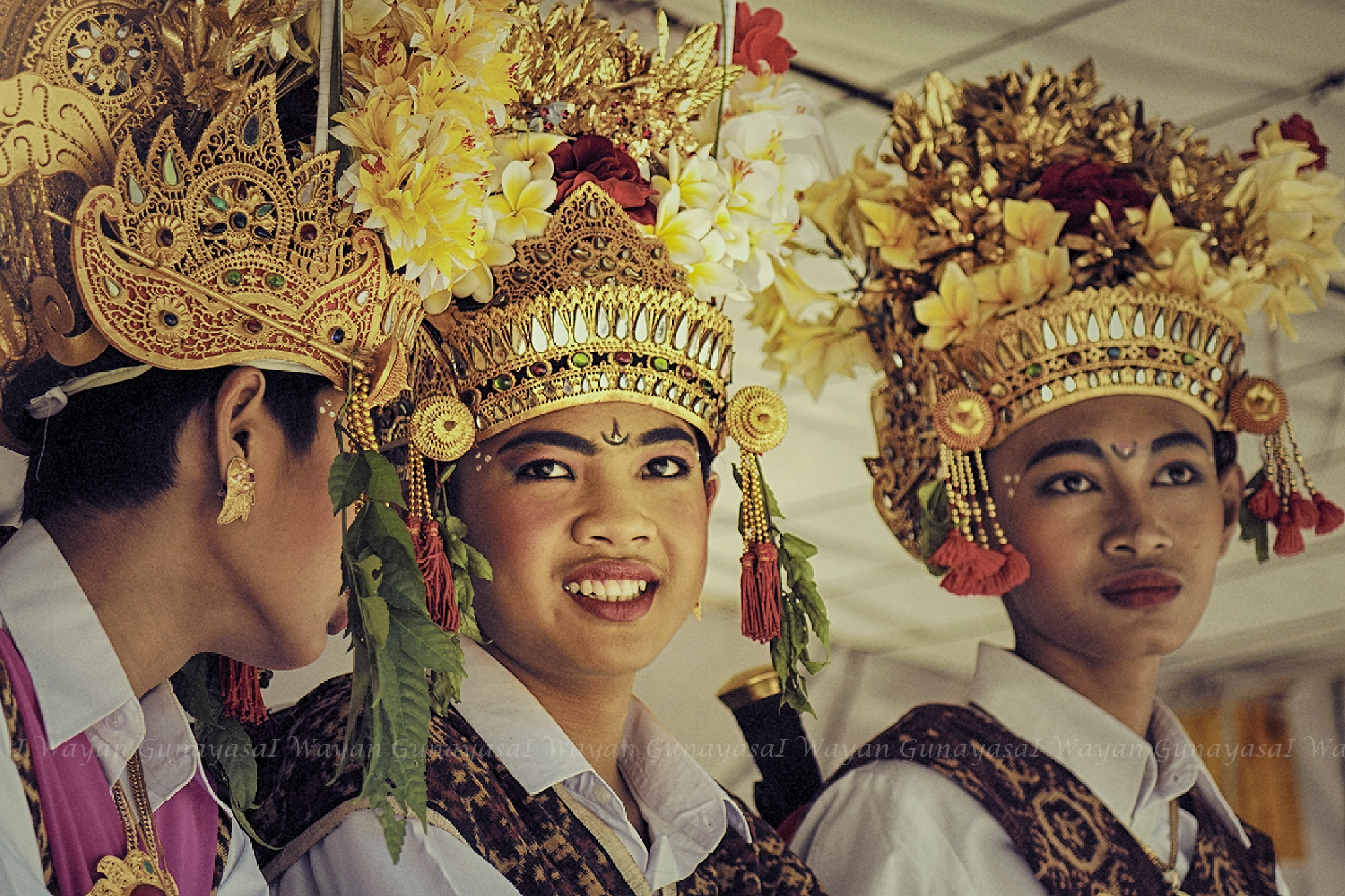 Three teenagers from Tenganan by yangunayasa63