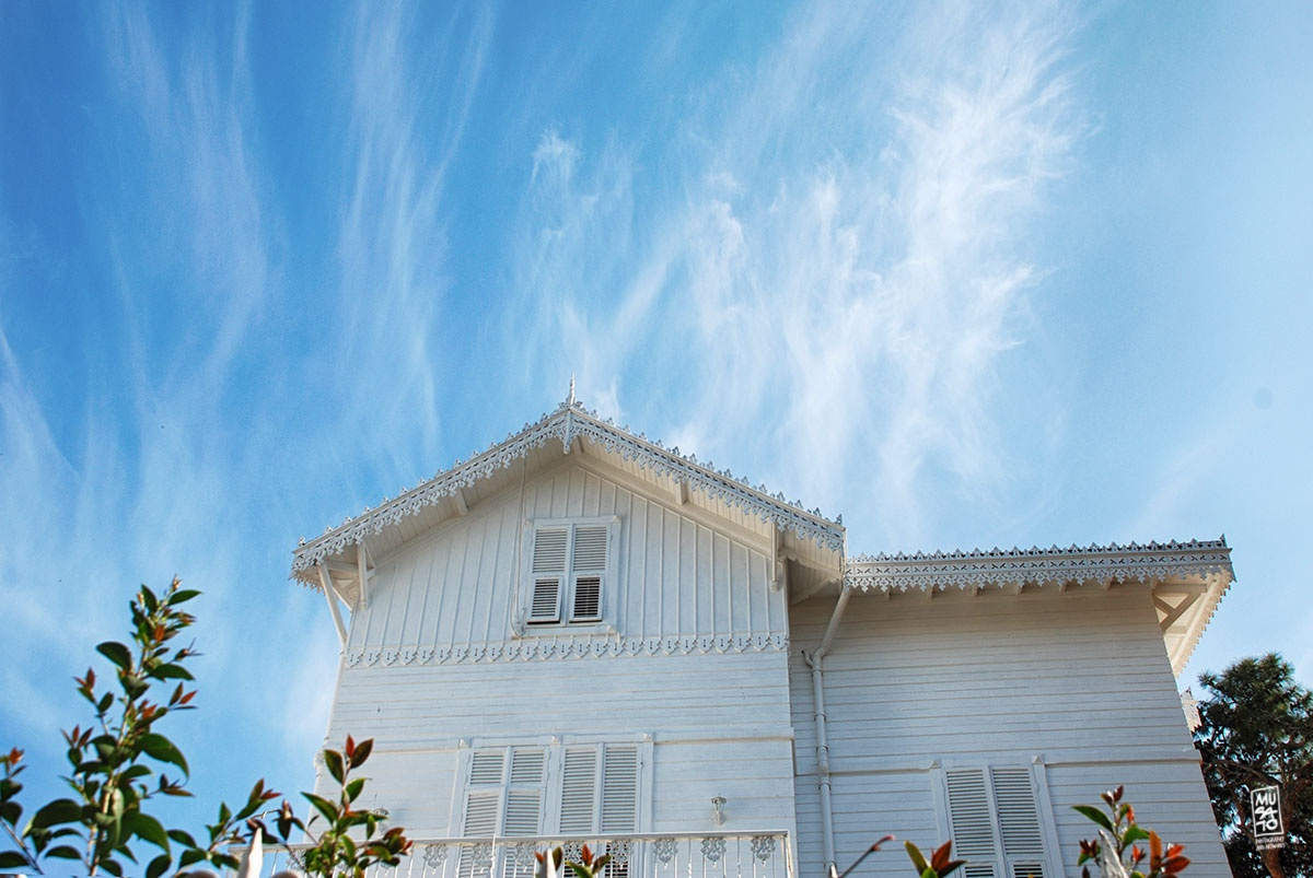 Photo in Random #white house #bluesky #breeze #summerbreeze #musato #musatophotography