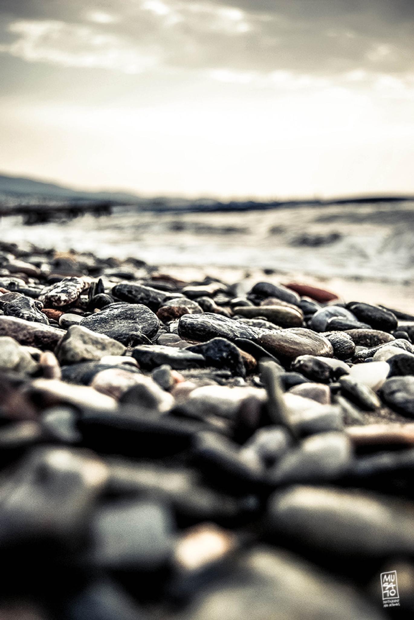 Pebble by Musato