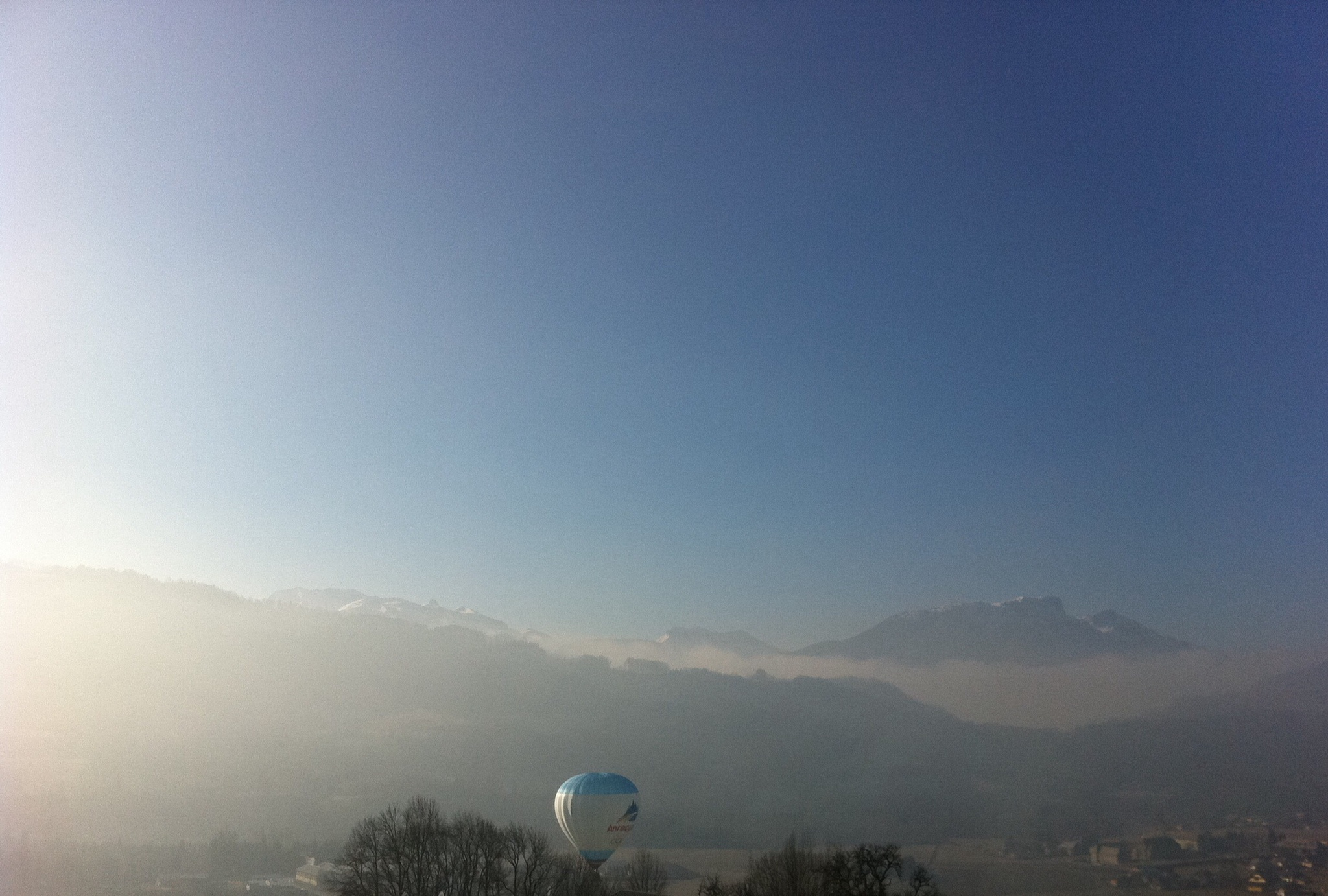 Ballooning in the sky of mountain by lallemand