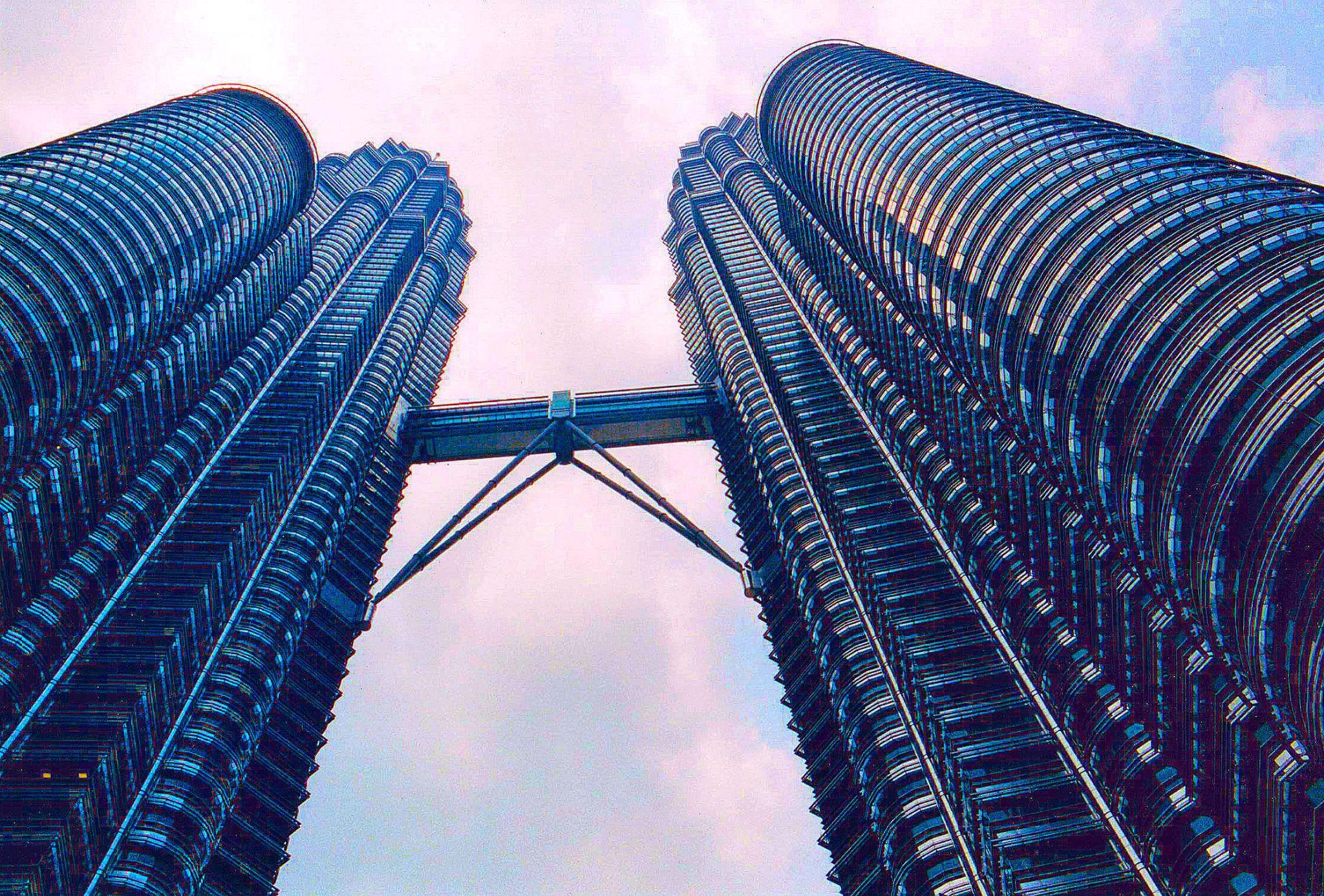 Petronas Towers by RusselWinterflood