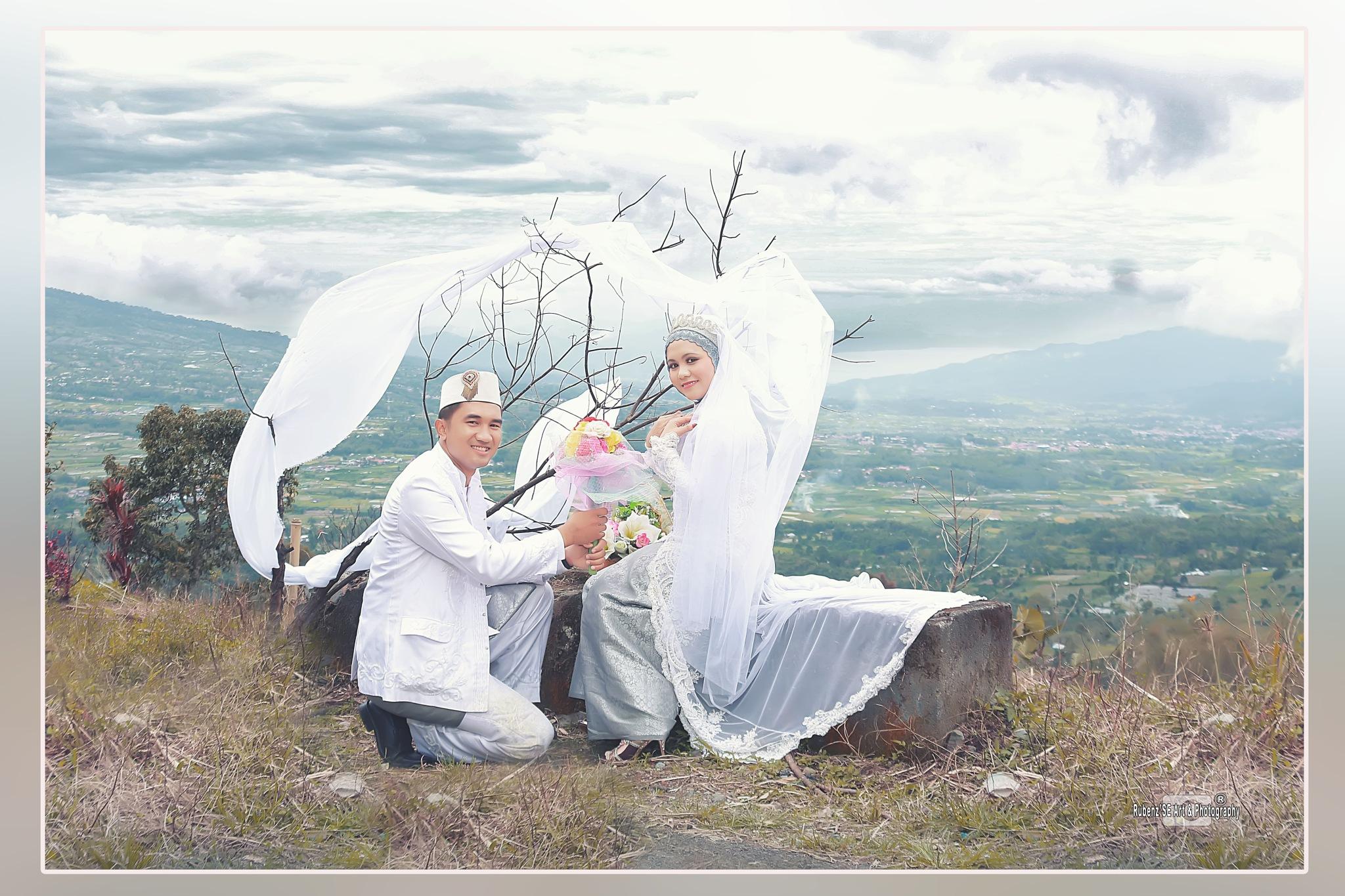 Untitled by Beni Sawir SE (Rubenz'SE Art & Photography)