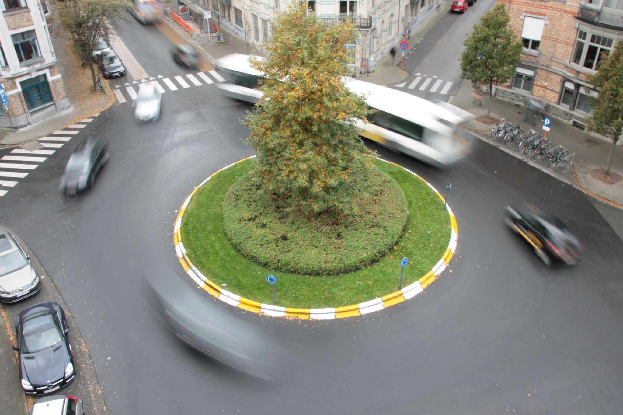 Shutter Roundabout by Linus De Witte