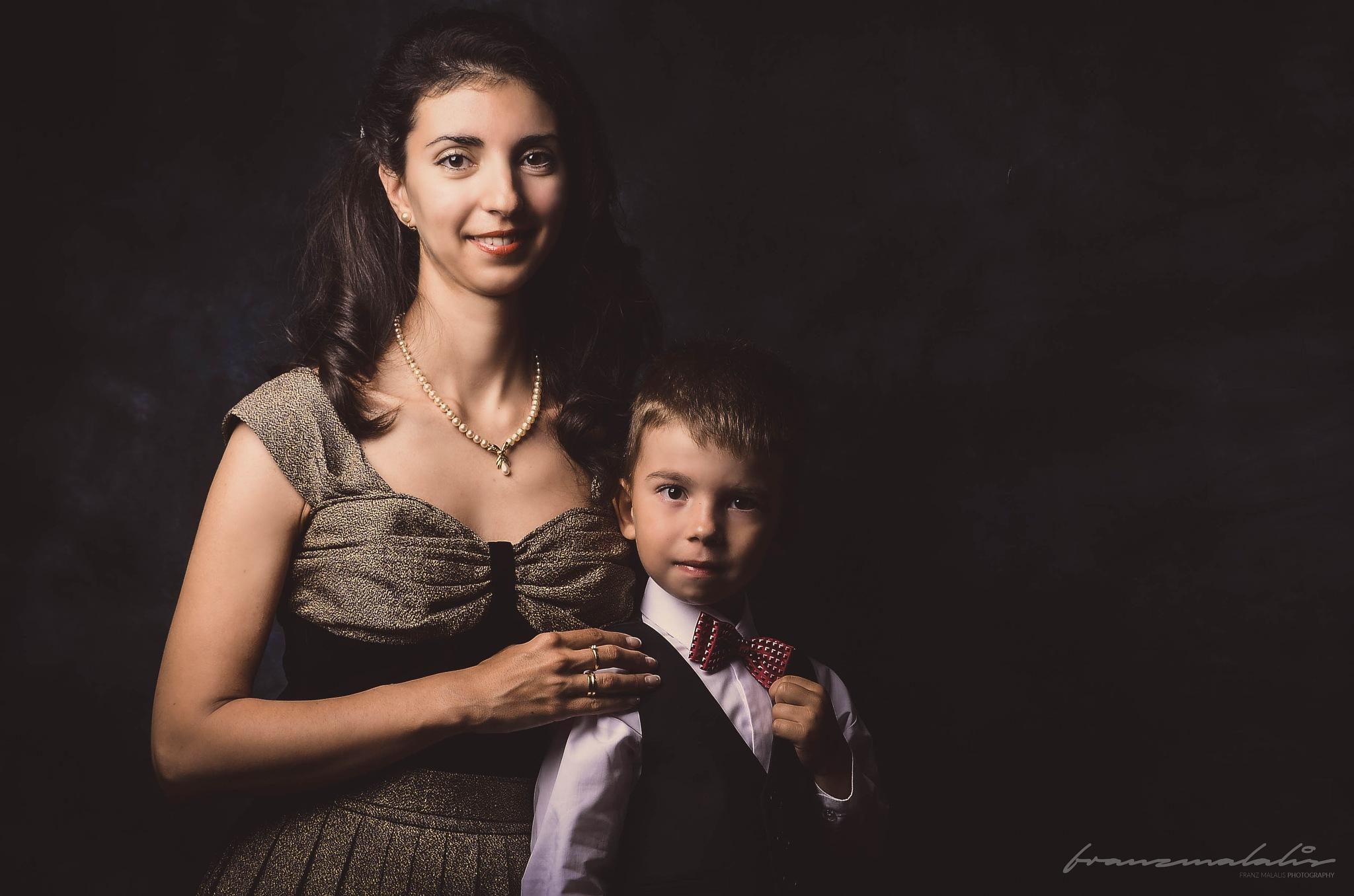 Portrait De La Mère Et Du Fils by MurdockFotografo