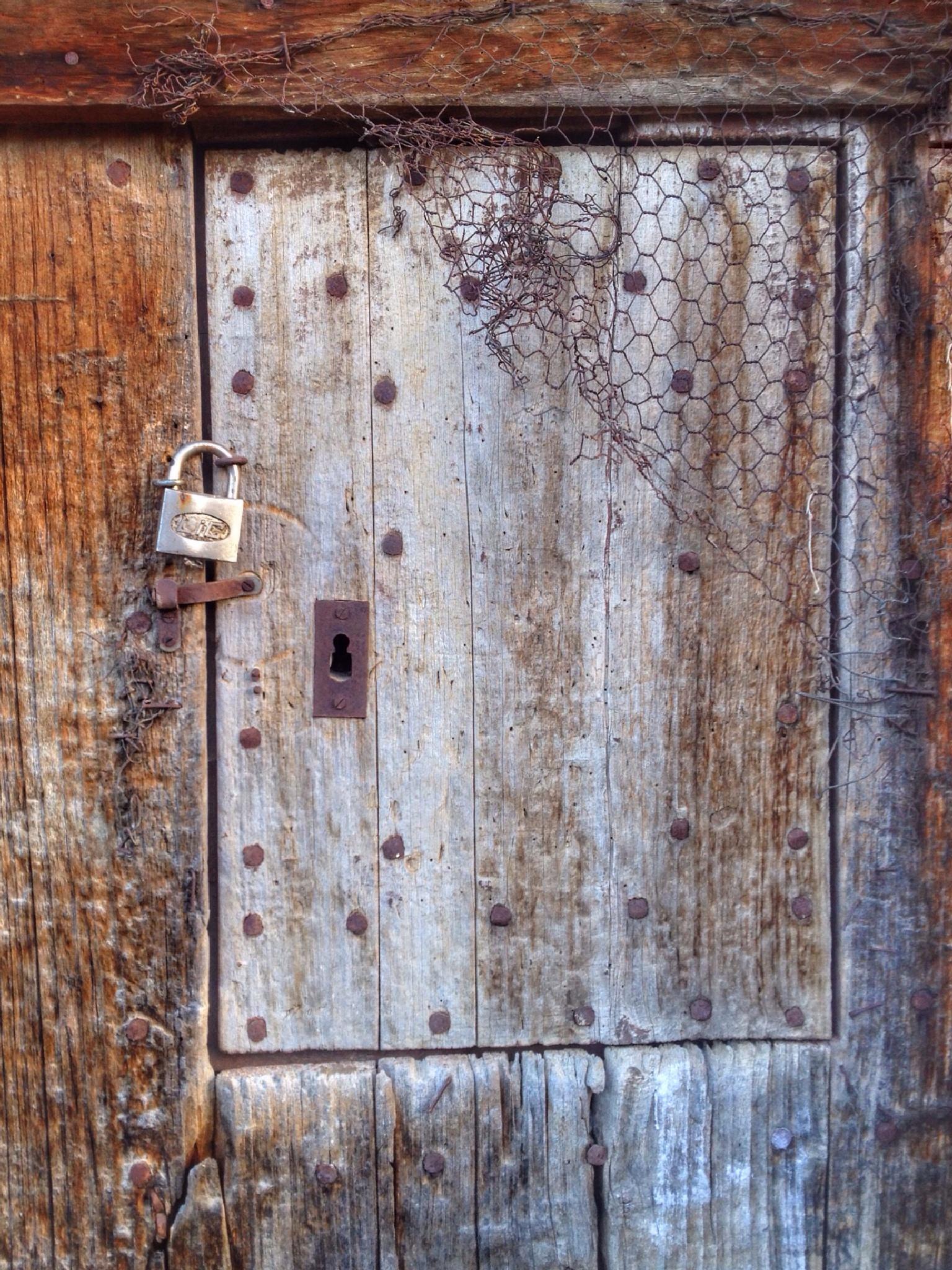 Porta tancada by www.miquelrossy.com