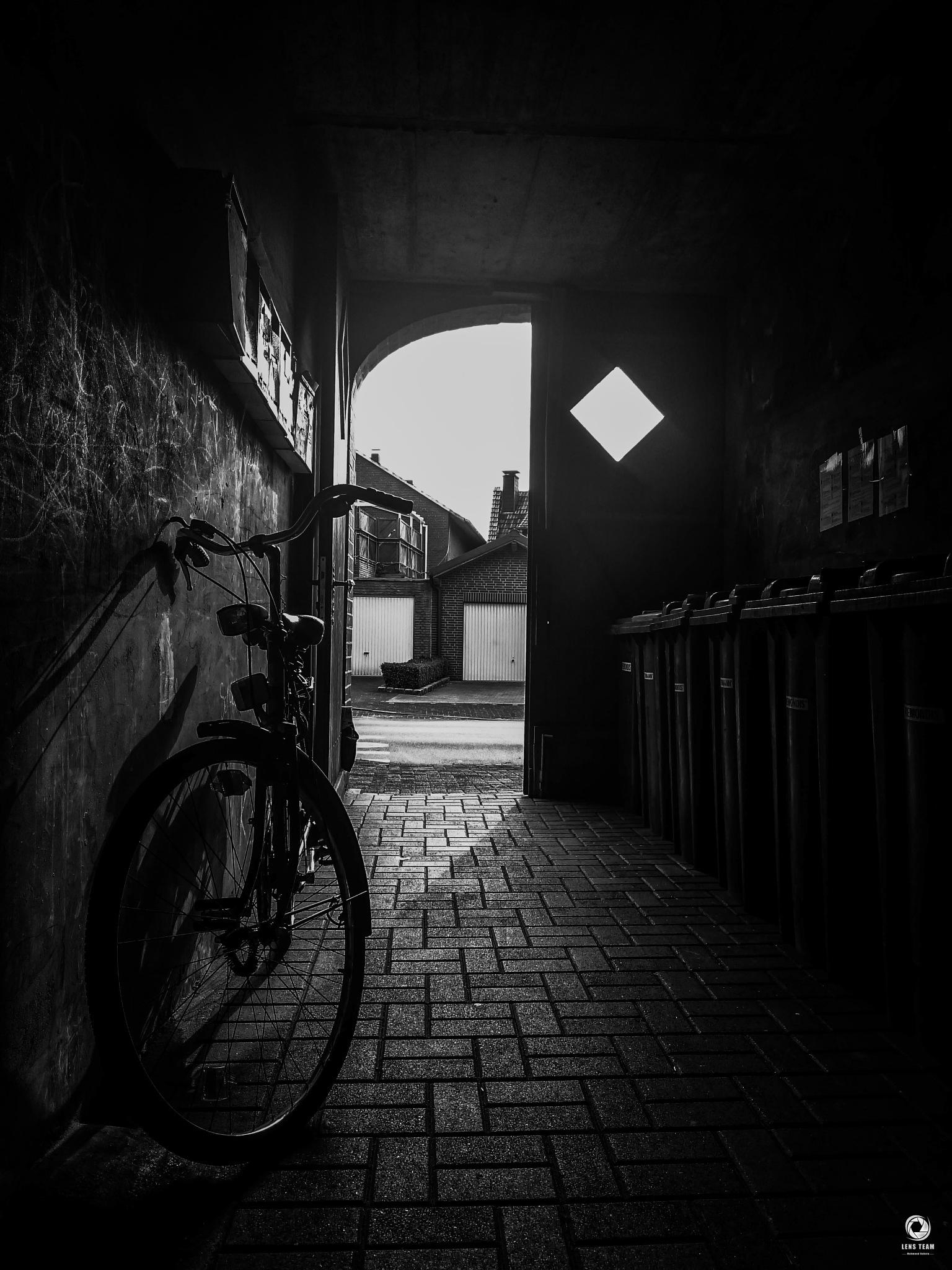 light and shadow  by Mahmod Dahnin
